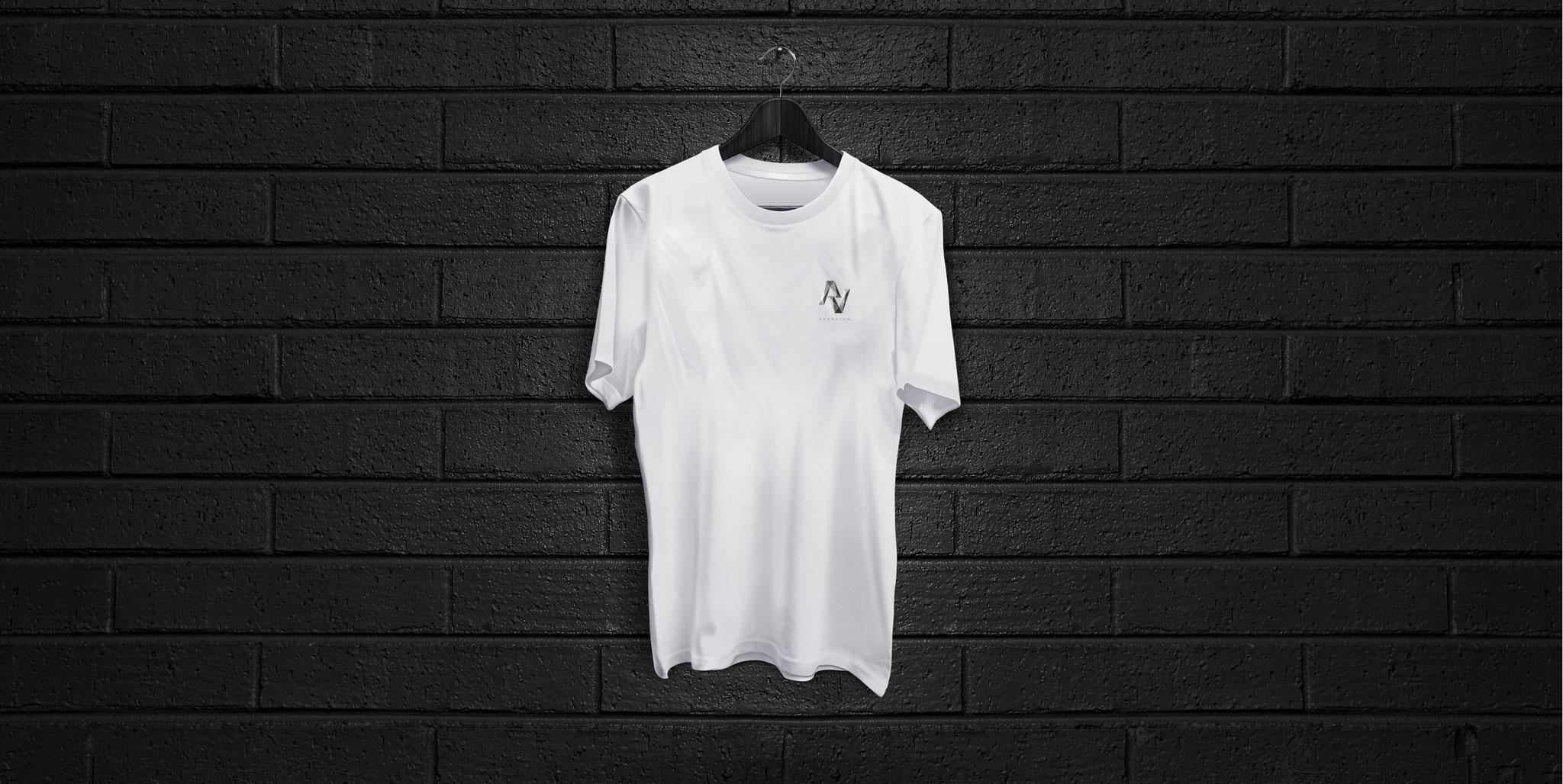 T-SHIRT WHITE | AVERSION-LOGO BRUST KLEIN