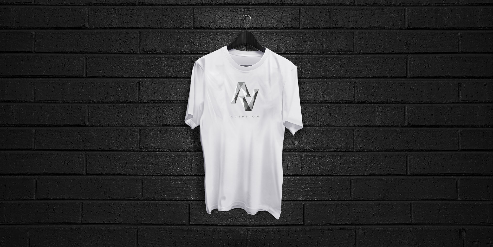 T-SHIRT WHITE | AVERSION-LOGO BRUST GROß