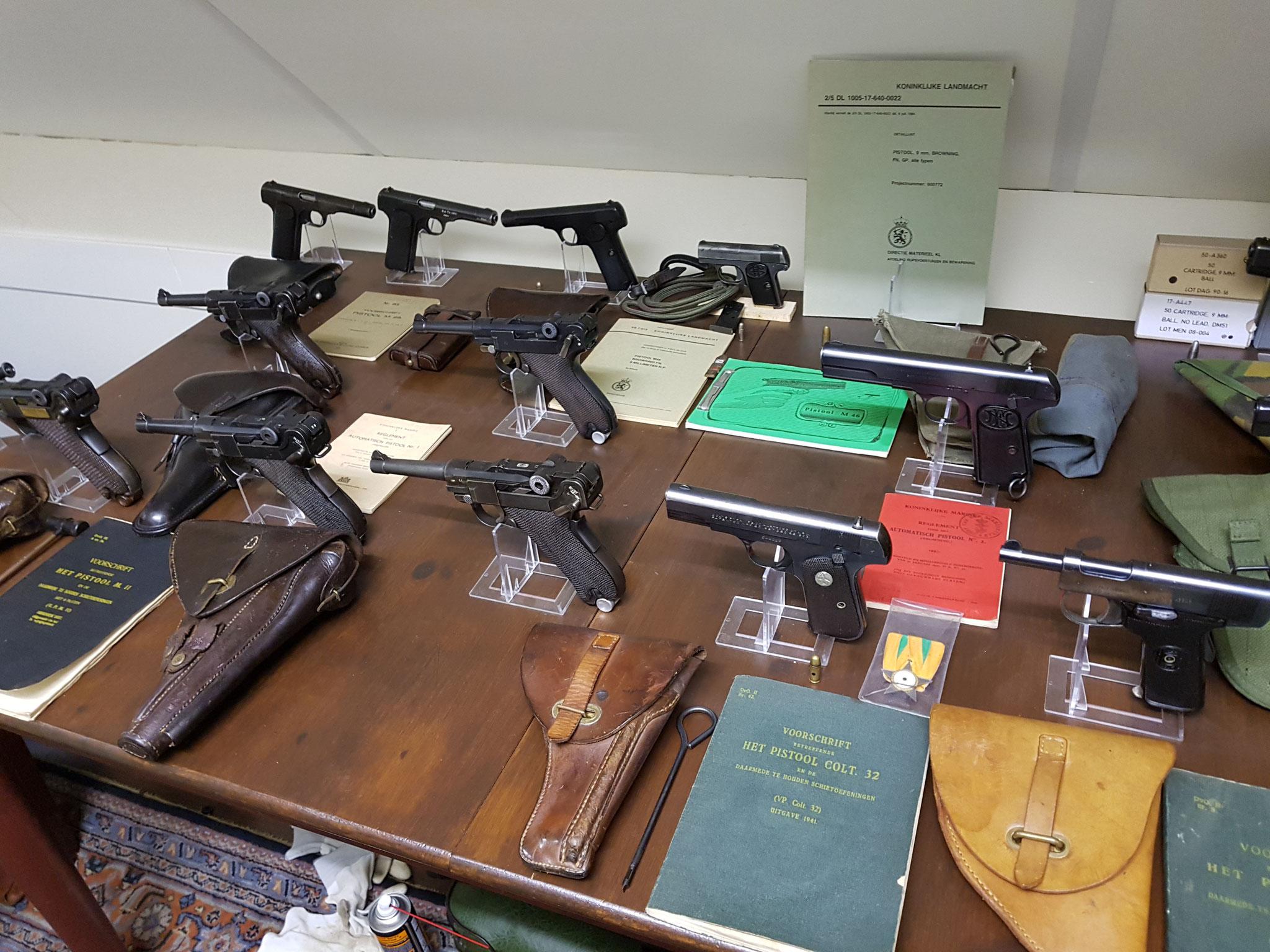vuistvuurwapens met boekjes...