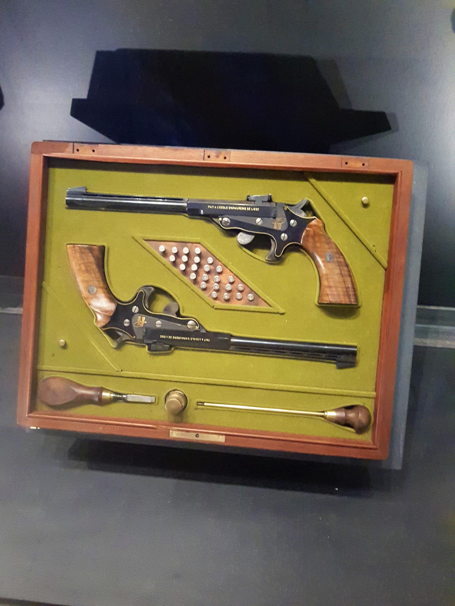 en sportpistolen.