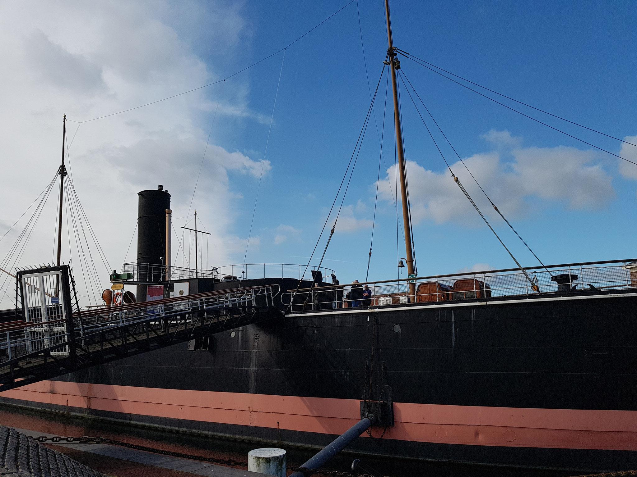 Opleidingschip van de Nederlandse marine in Hellevoetsluis
