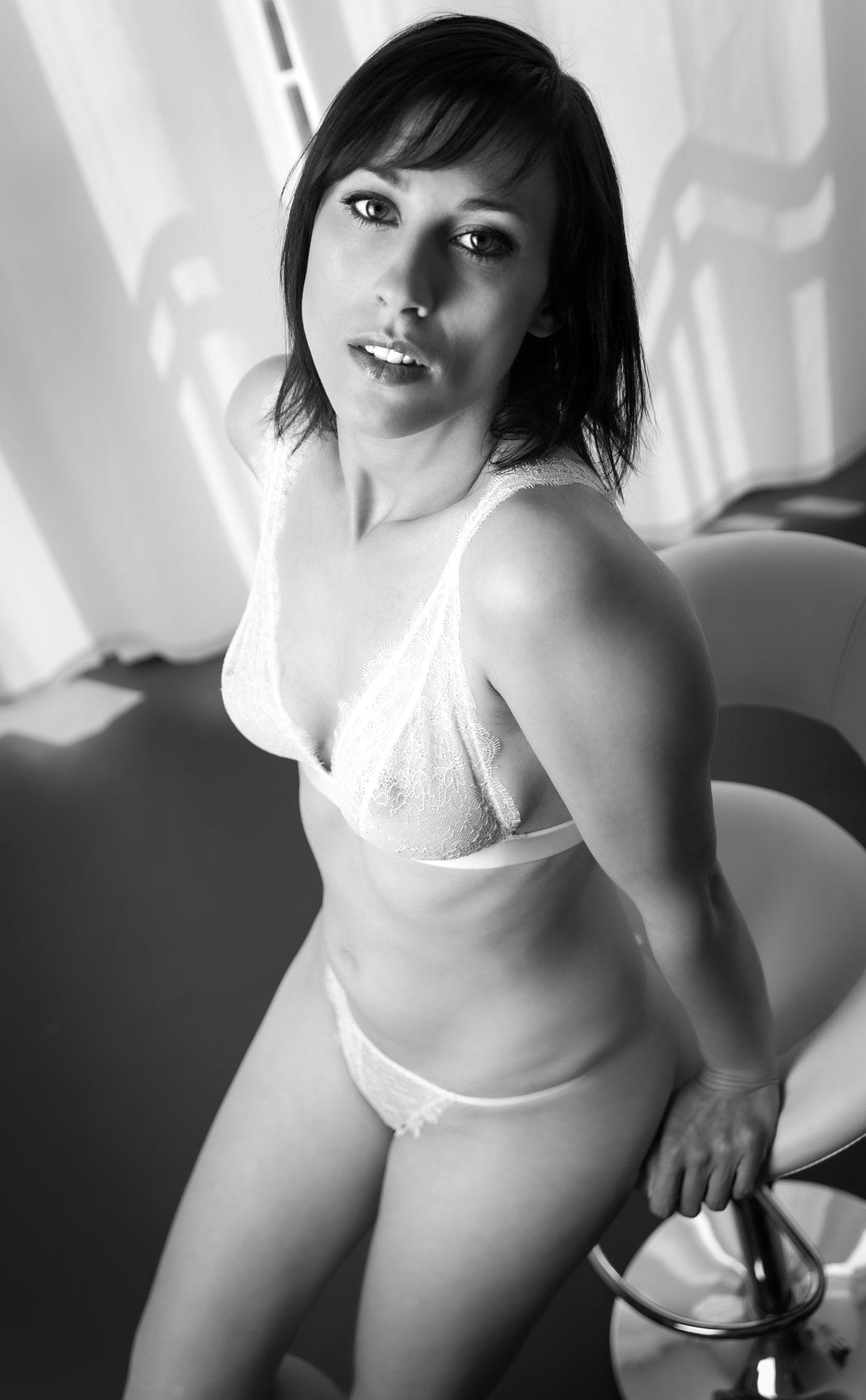 Sexy Lingerie Photoshoot von Kundin die Erotic Fotoshooting im Atelier Erlangen gebucht hat