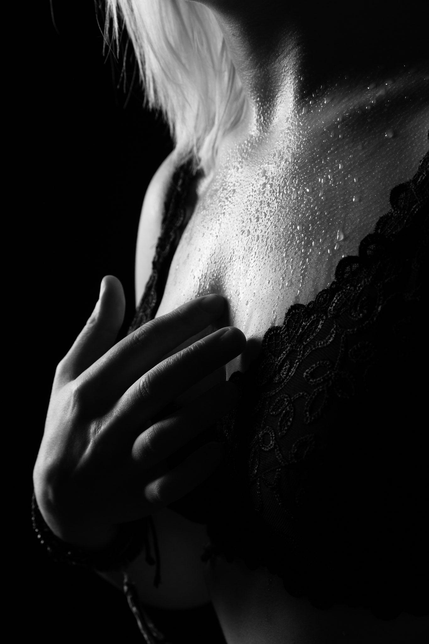 Feuchte wet erotic Photography beim nude-art-photographer aus Erlangen - Unterwäsche Shootings