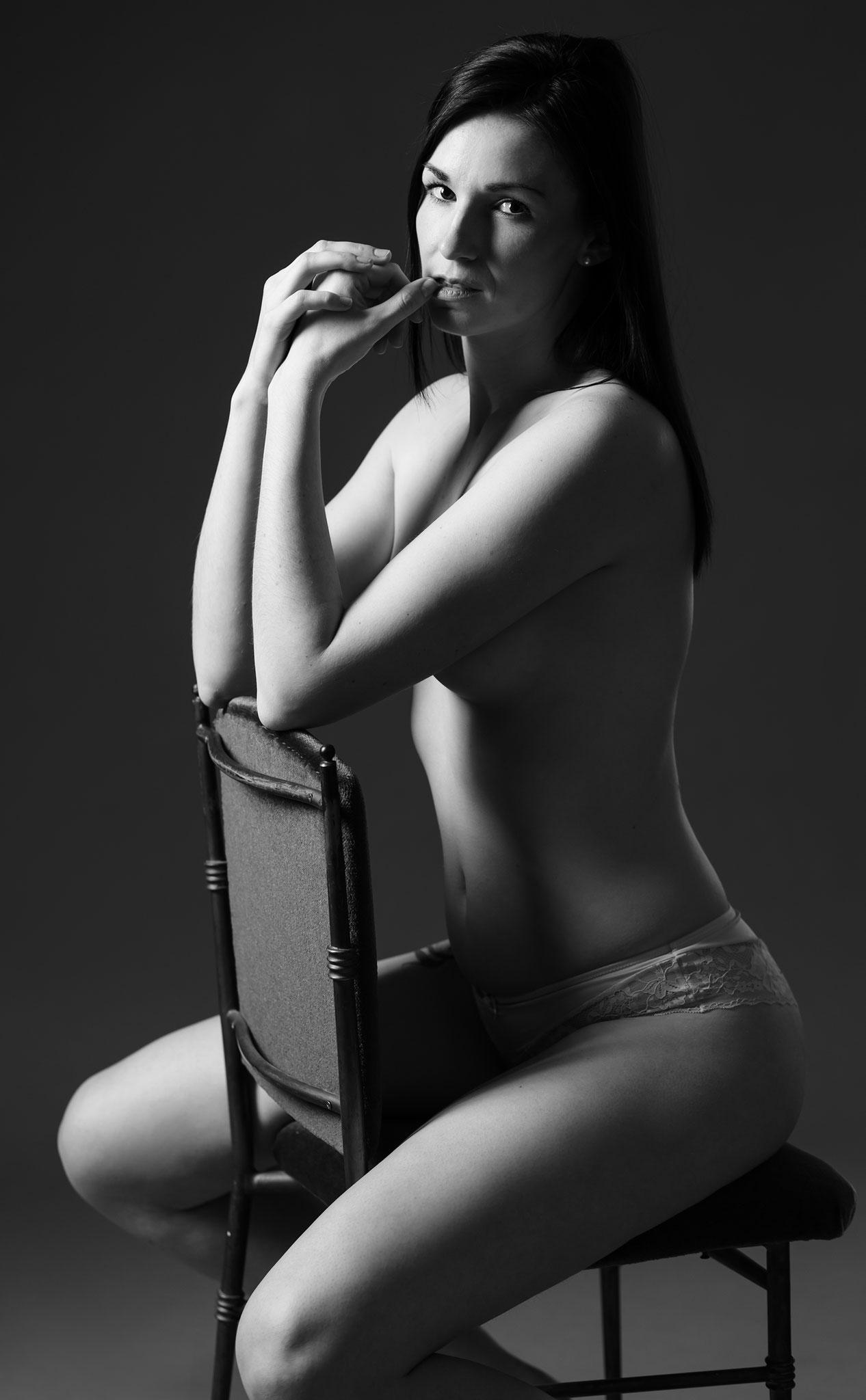 Sexy Fotos im Fotostudio beim Boudoir Shooting in sinnlichen Dessous - Boudoir und Erotik Shootings