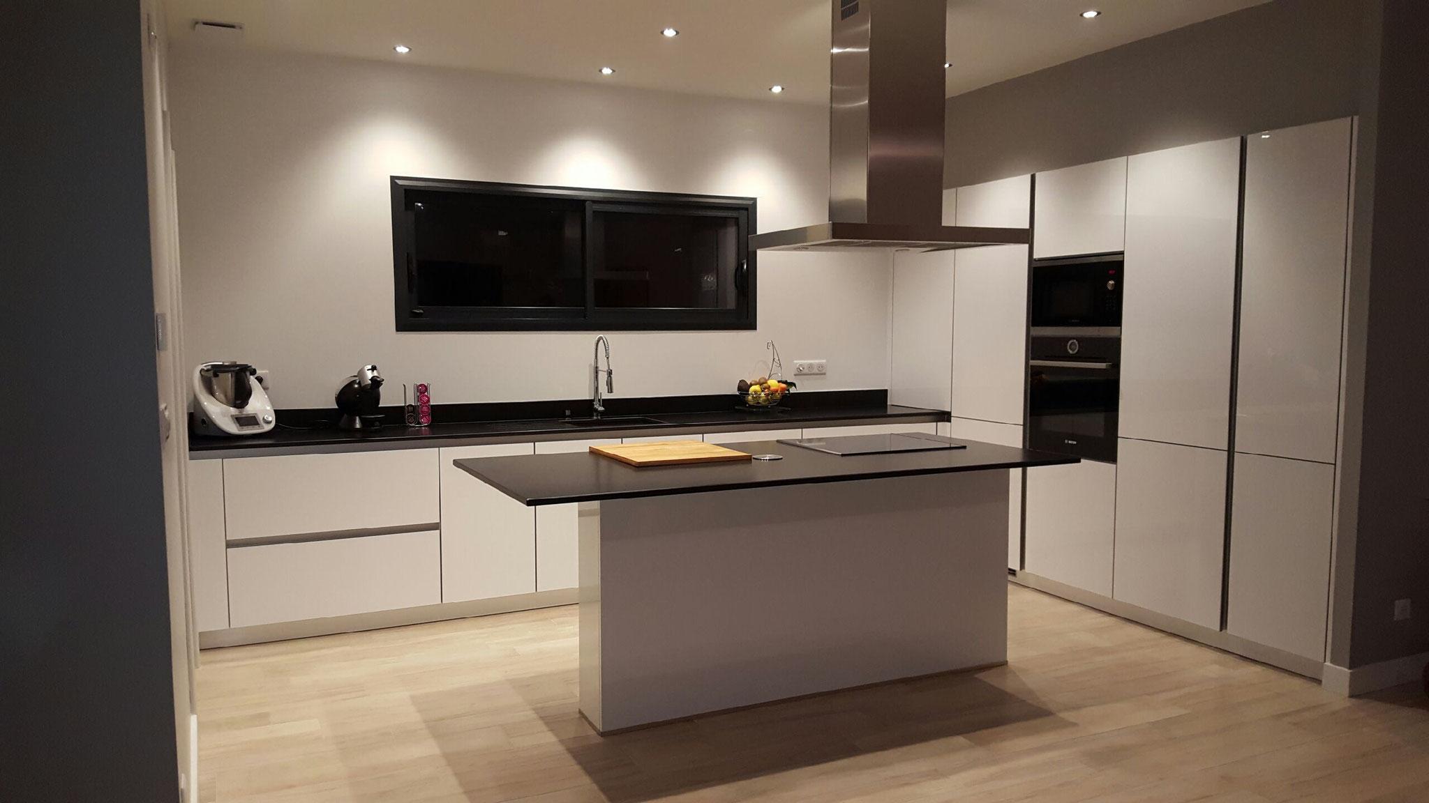 Exemples de r alisations de cuisine cuisine interieur for Dimension cuisine equipee