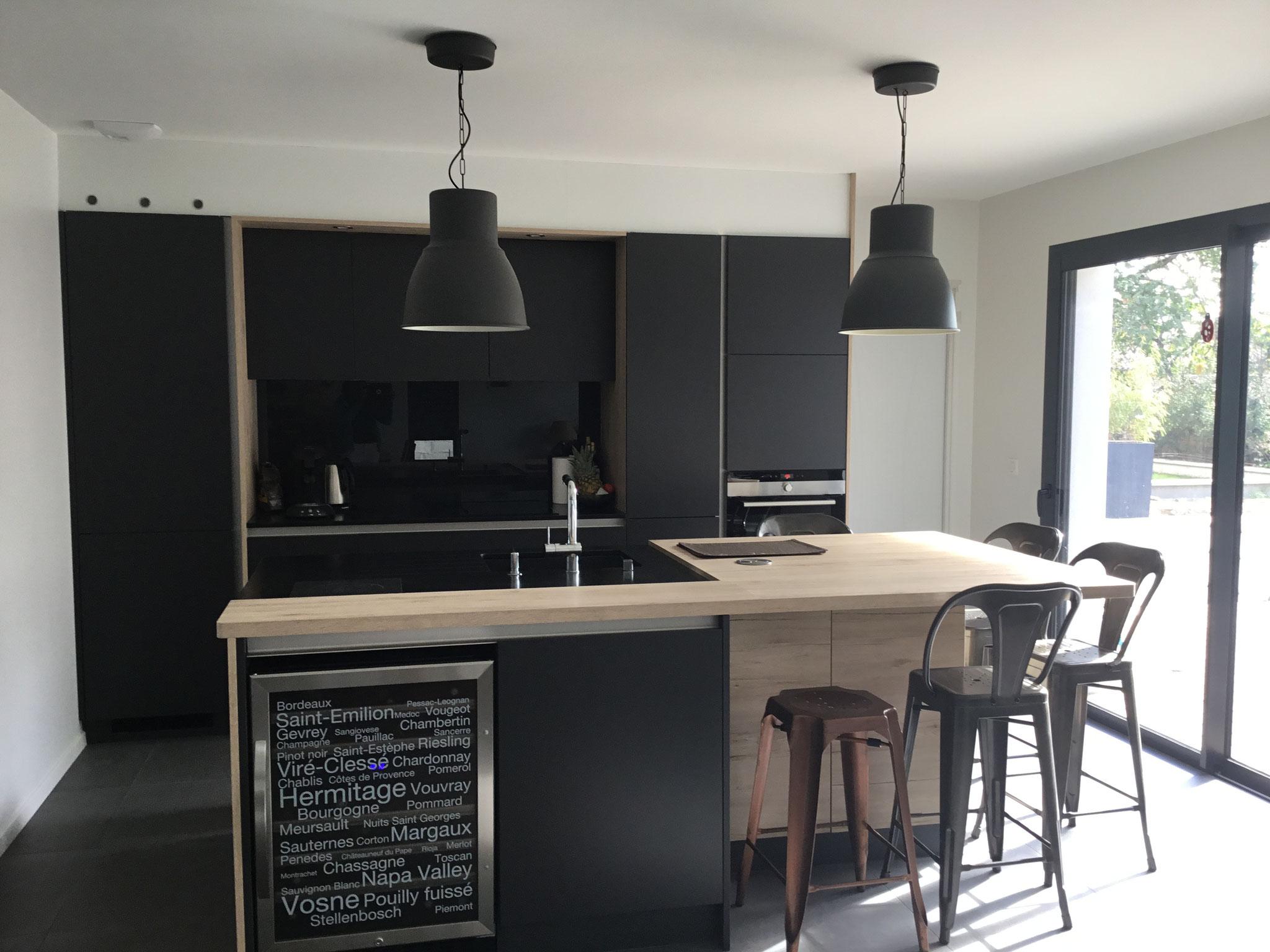 Exemples de r alisations de cuisine cuisine interieur for Facade cuisine noir mat