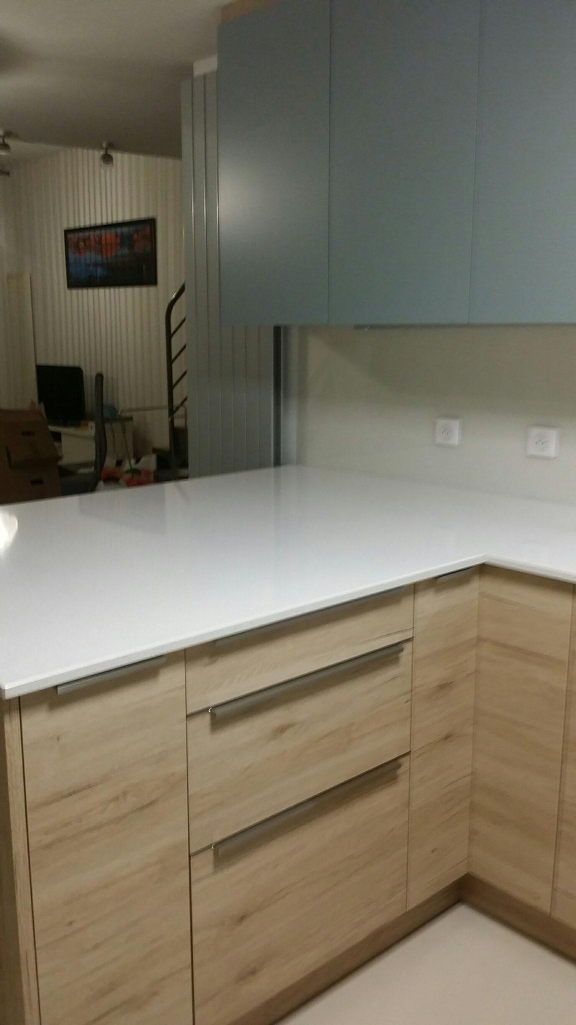 plan de travail en silestone blanc par Cuisine Intérieur Design