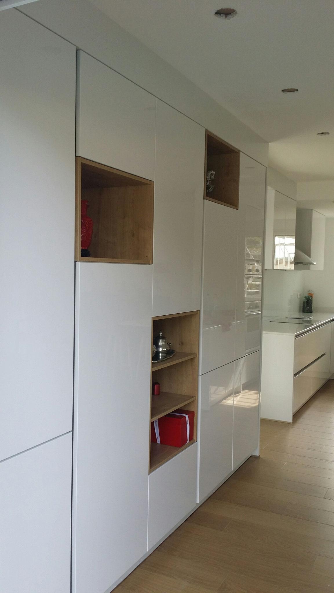 cuisine contemporaine mélange de bois et laque  2016 laque sans poignée cuisine design Toulouse