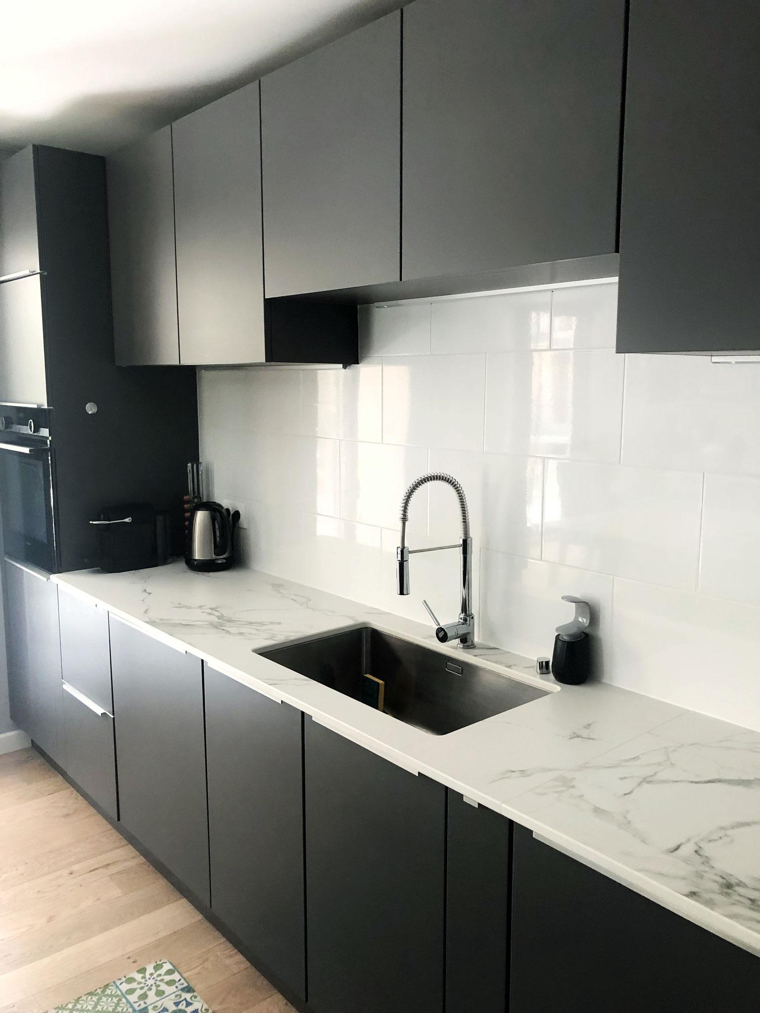cuisine laque mate grise haut de gamme ,espace évier encastré par dessous par cuisine design Toulouse