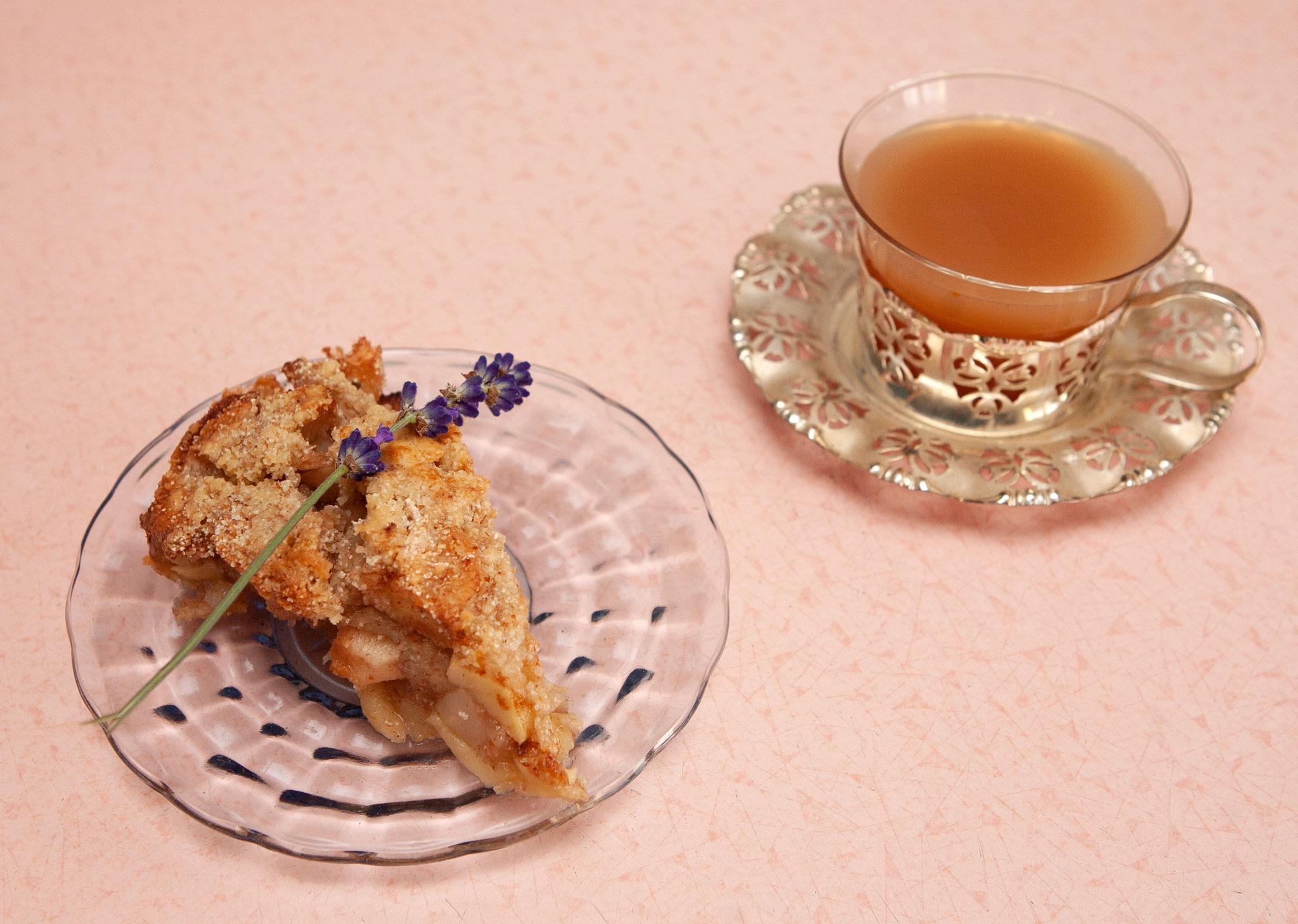 Warmer ayurvedischer Apfelkuchen und Chai