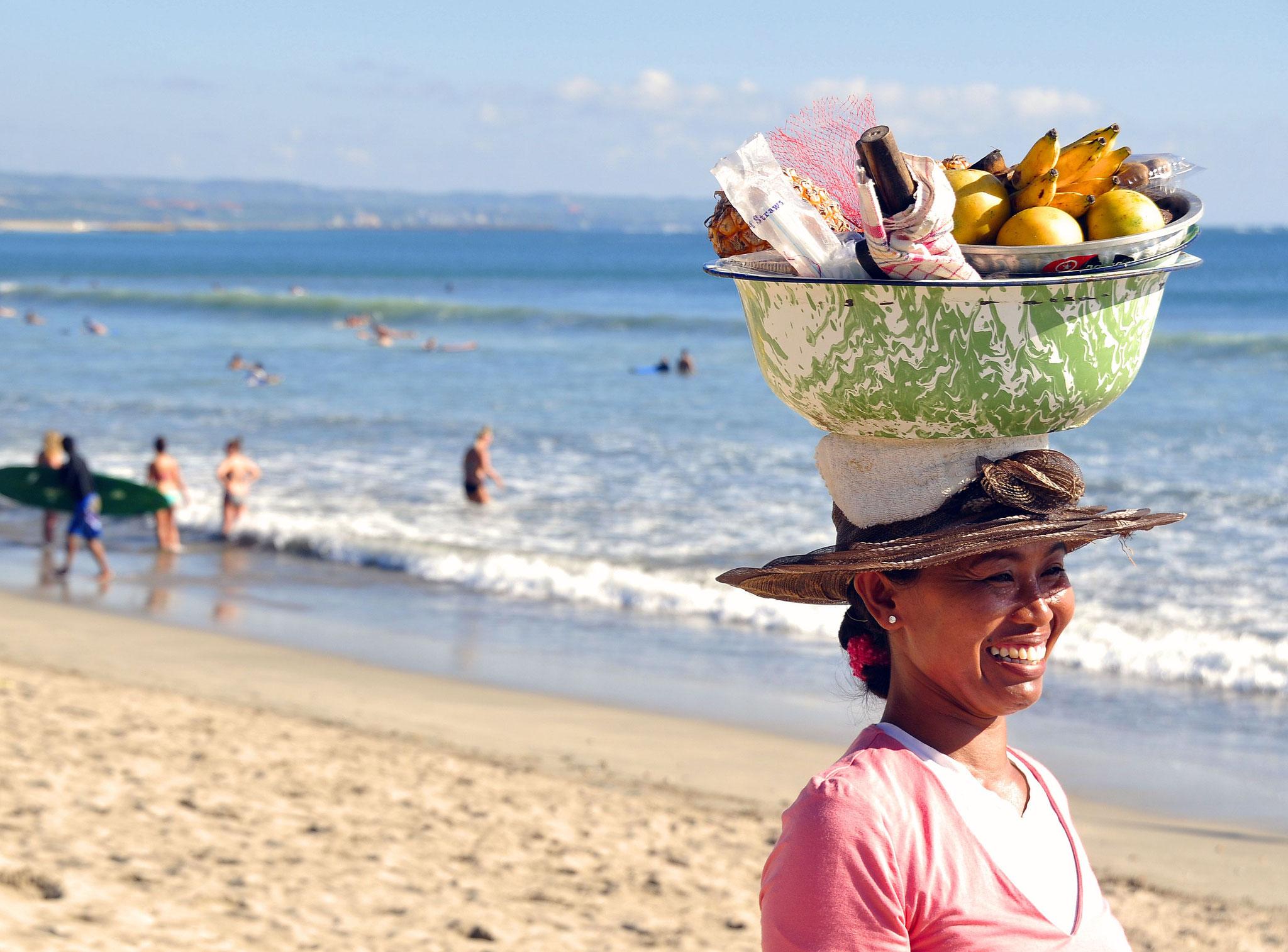 Strandverkäuferin am Kuta Beach