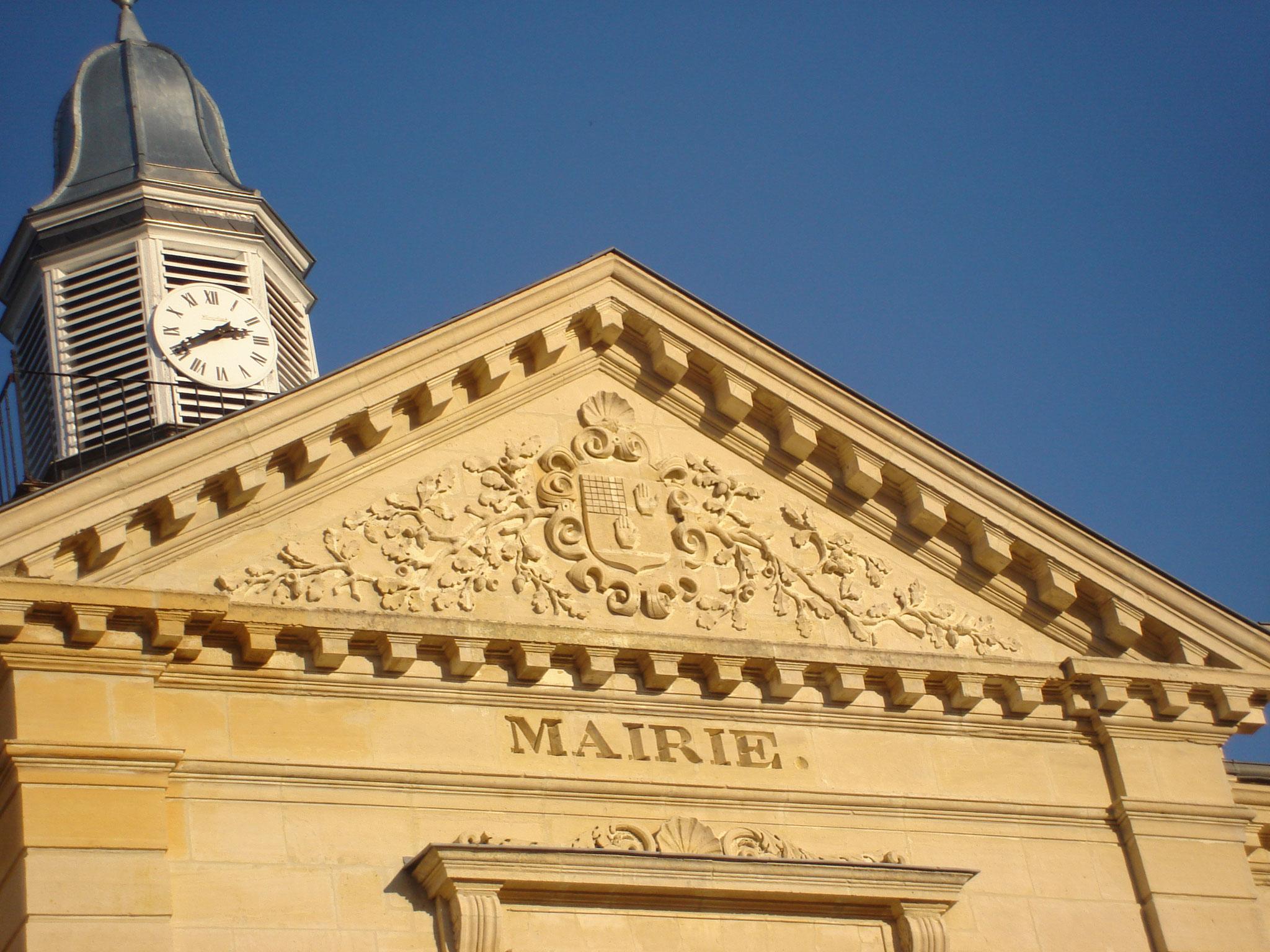 L'Hôtel de Ville / l'Horloge & le Fronton