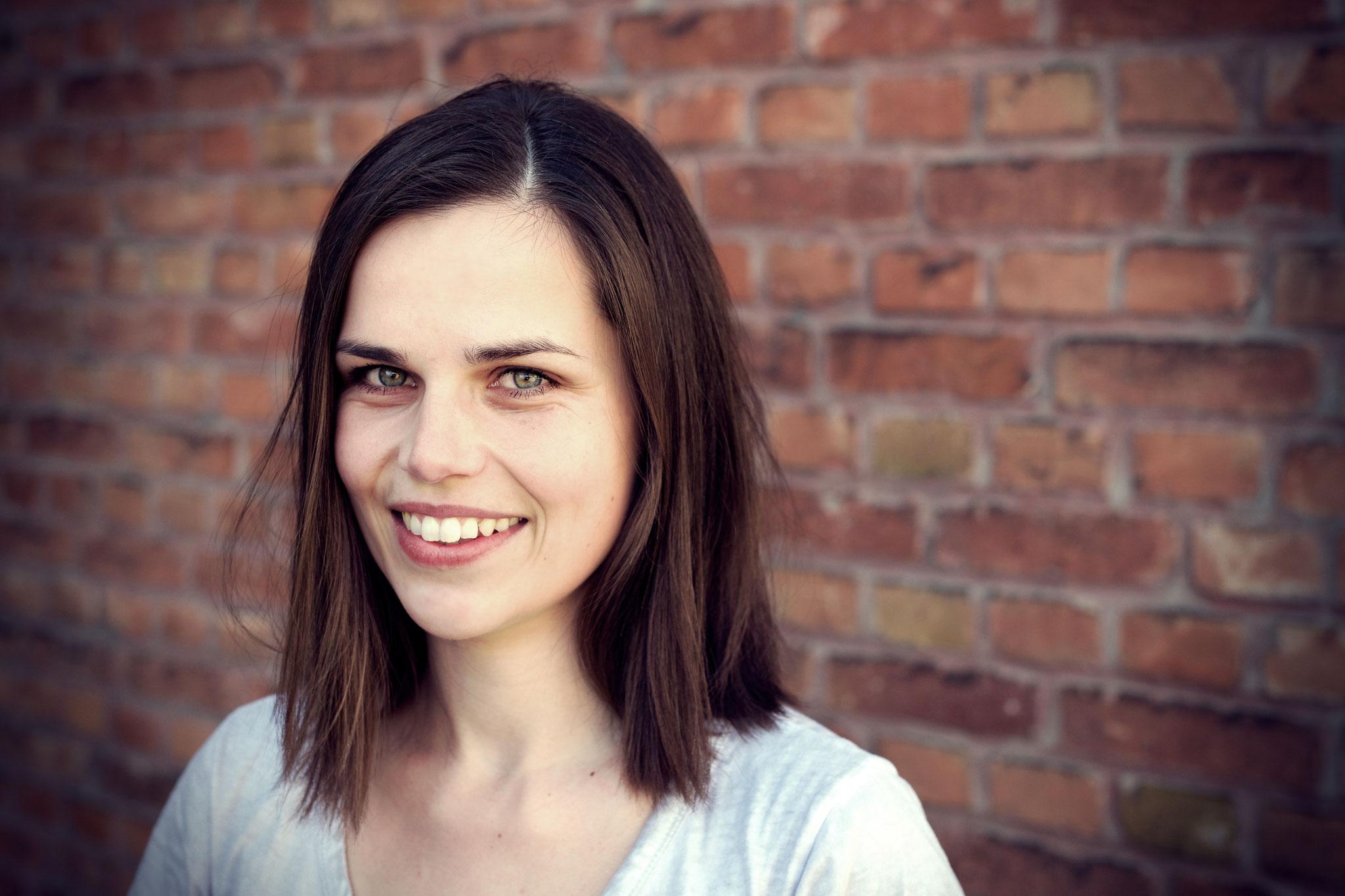 Katarina Fenneker: Logopädin. Bei AdN: Redakteurin. Stärke: gibt dem Initiator ordentlich Kontra; Makel: ist mit dem Initiator verheiratet