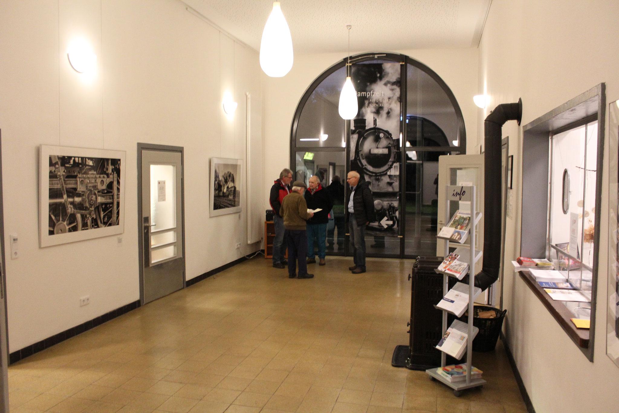 Besonderes beeindruckend sind die großformatigen Bilder im Foyer des Generationenhauses.