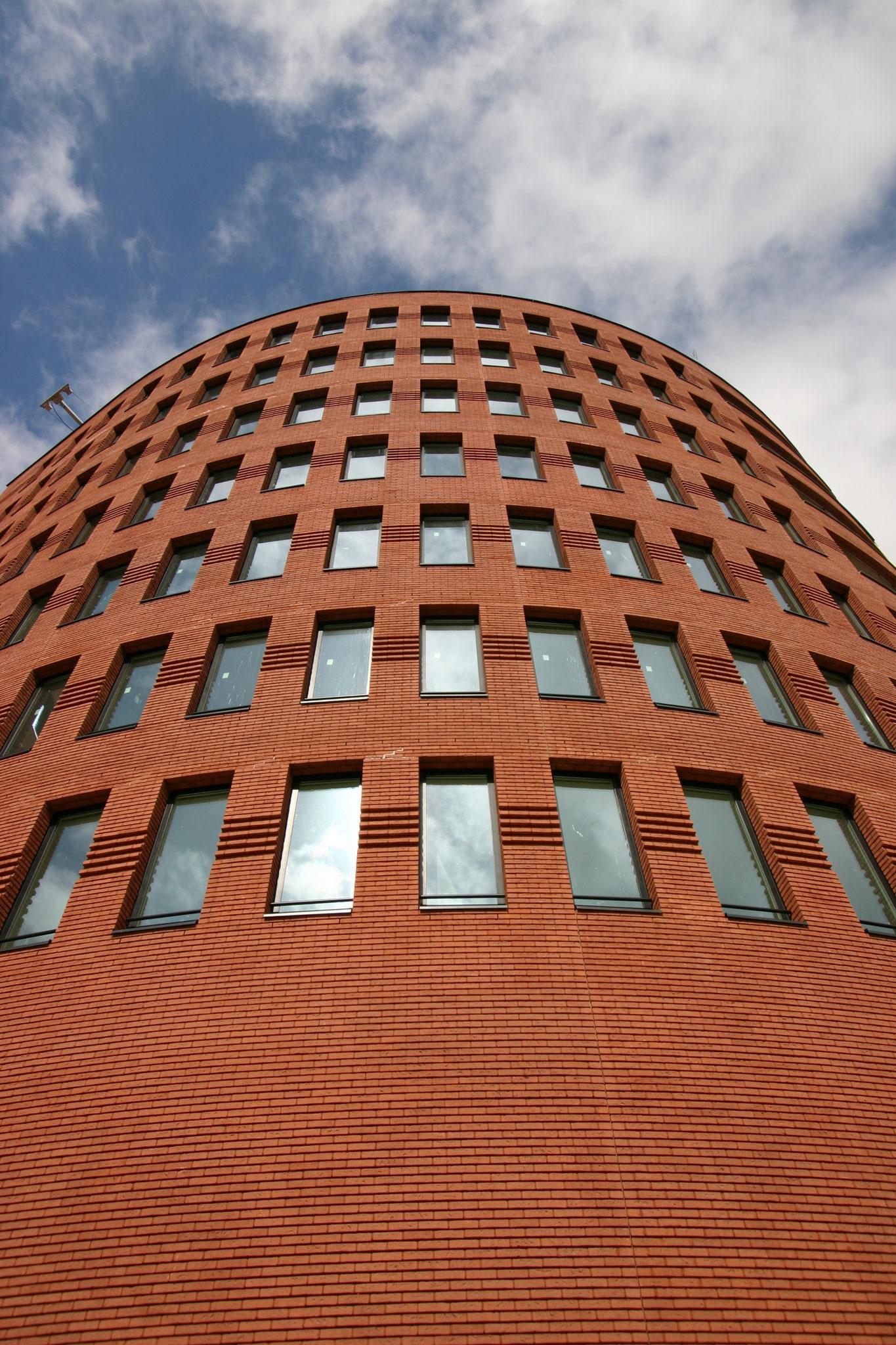 Nieuwbouw van 28 luxe appartementen ontworpen door Mario Botta. Werkzaamheden: Bouwkundig tekenwerk. Opdrachtgever: Meerschip projectontwikkeling B.V.