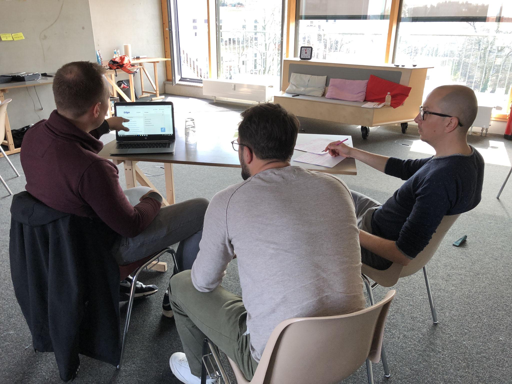 Am Ende des dritten InnovationStarter Workshoptages werden die Lösungsansätze durch Tests mit Nutzern validiert.
