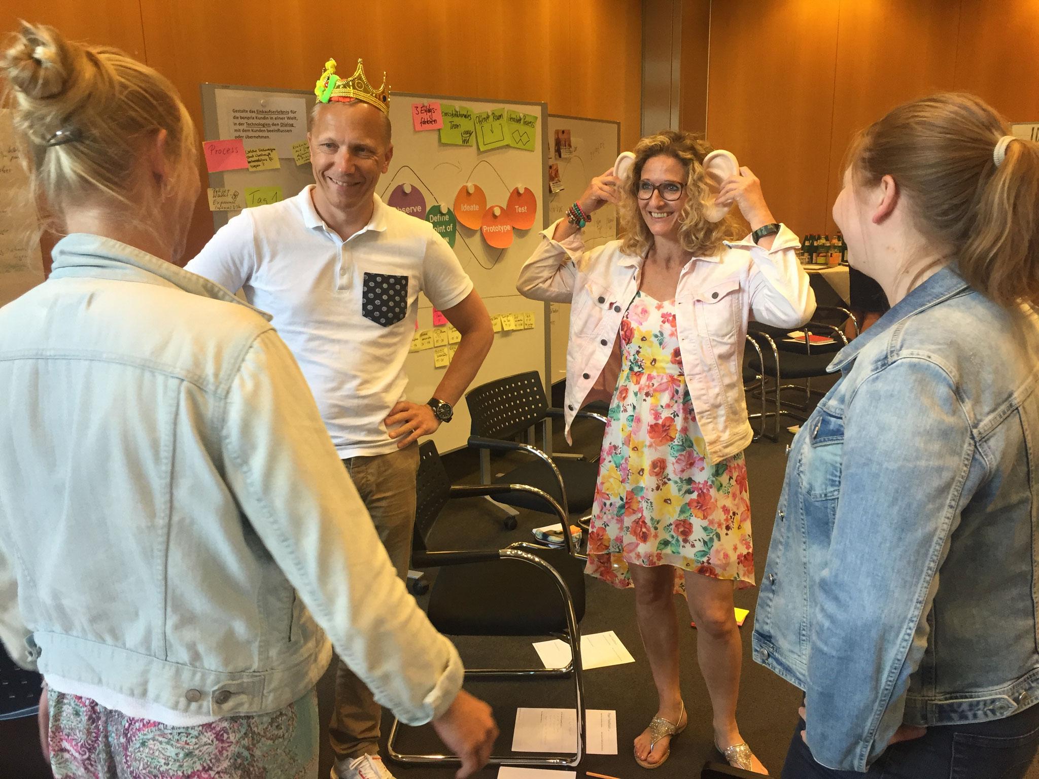 """Im Workshop """"Designfacilitator II"""" planen die Teilnehmer detailliert ihren ersten Design Thinking-Workshop."""