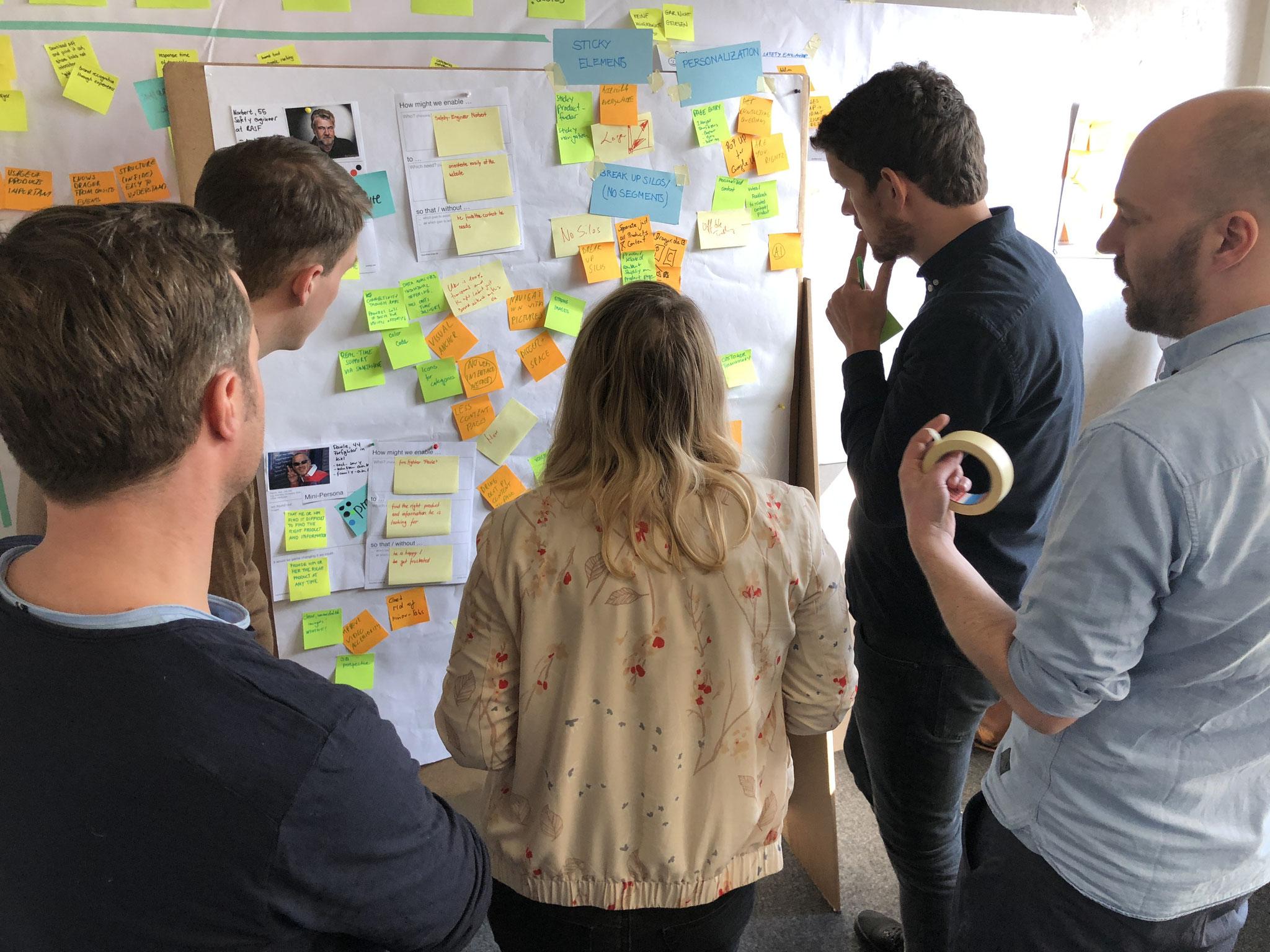 Nach Präzisierung des Problems entwickeln die drei Teams eine Vielzahl von Ideen.