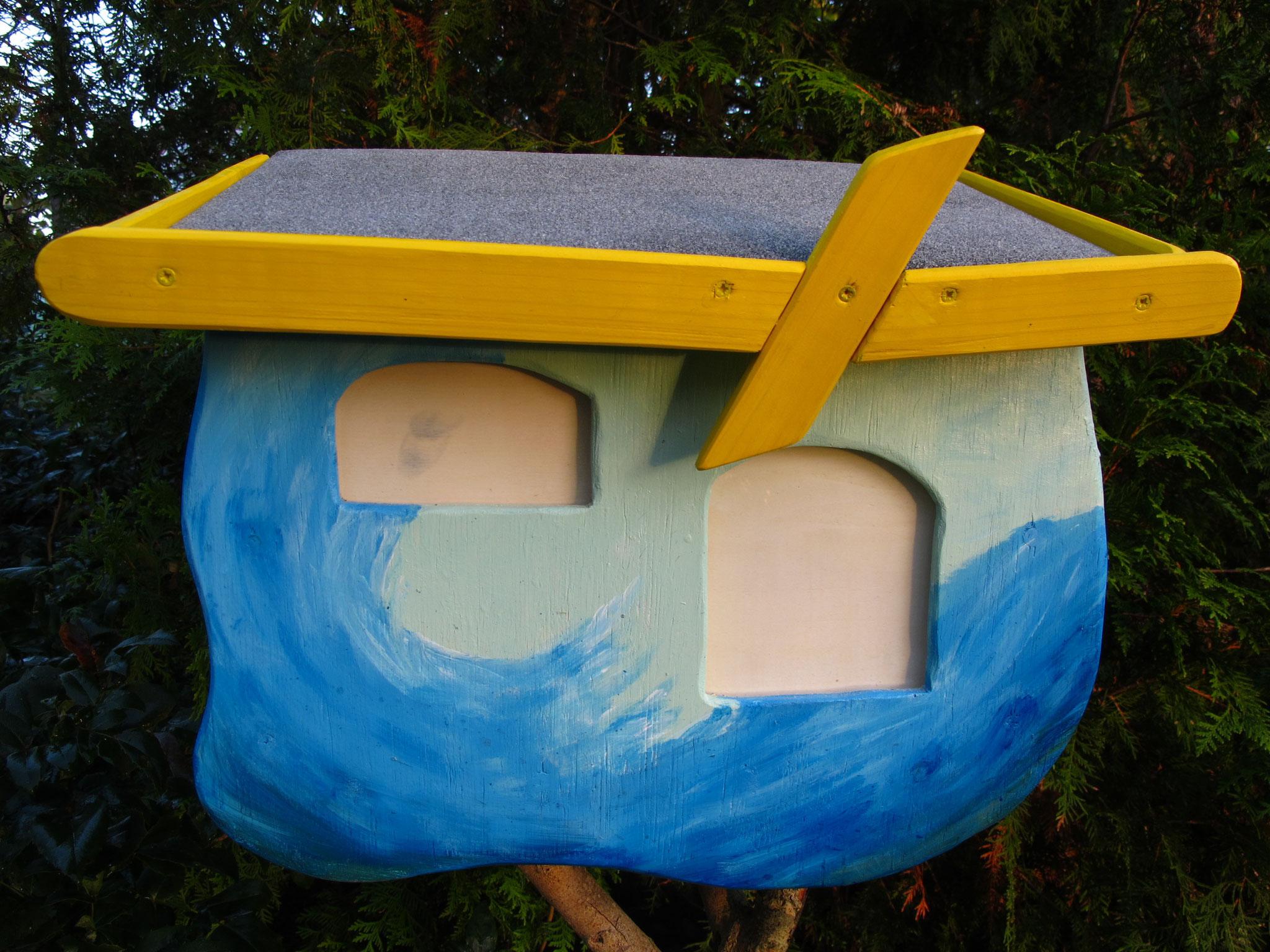 Postkasten mit wildem Wasser