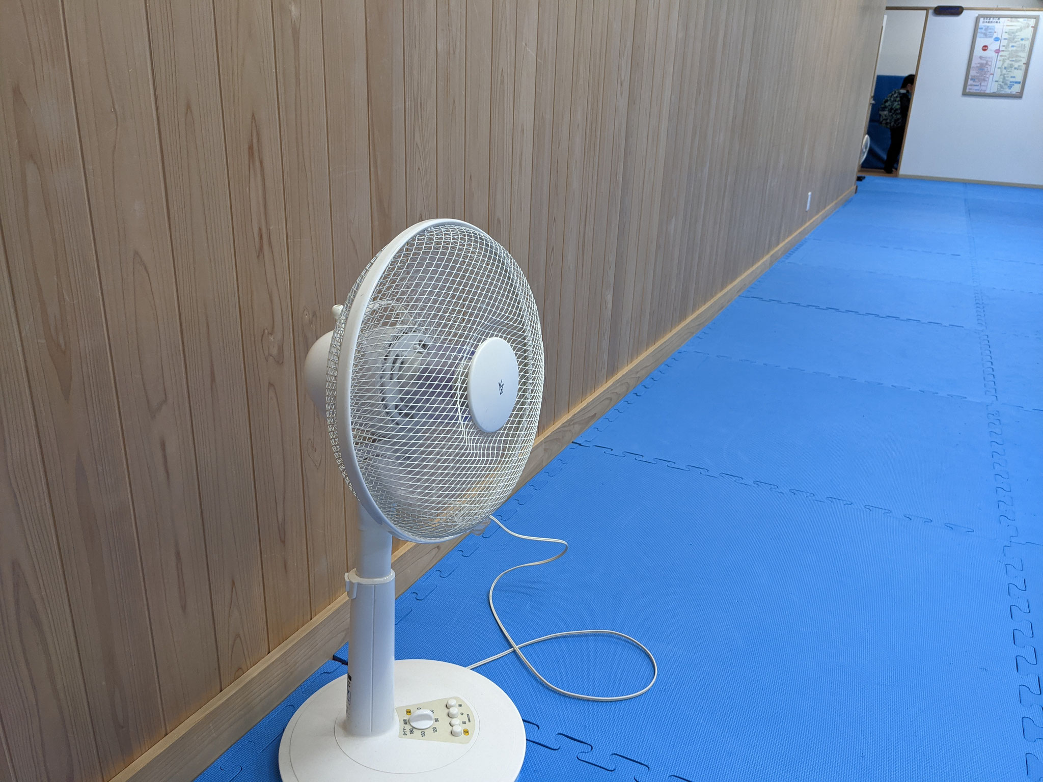 2)扇風機で空気を循環