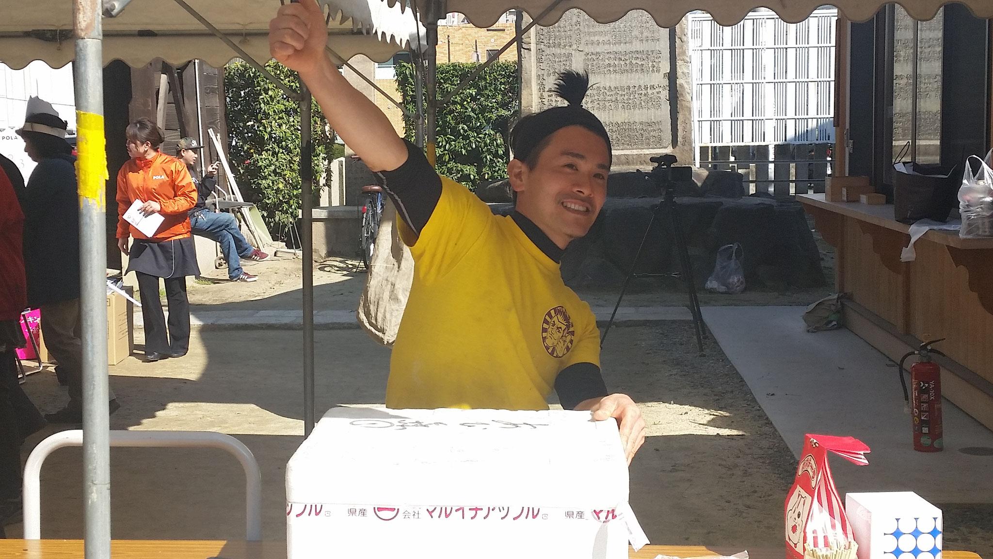 ヨシナリのカリッ揚げも神社で出店