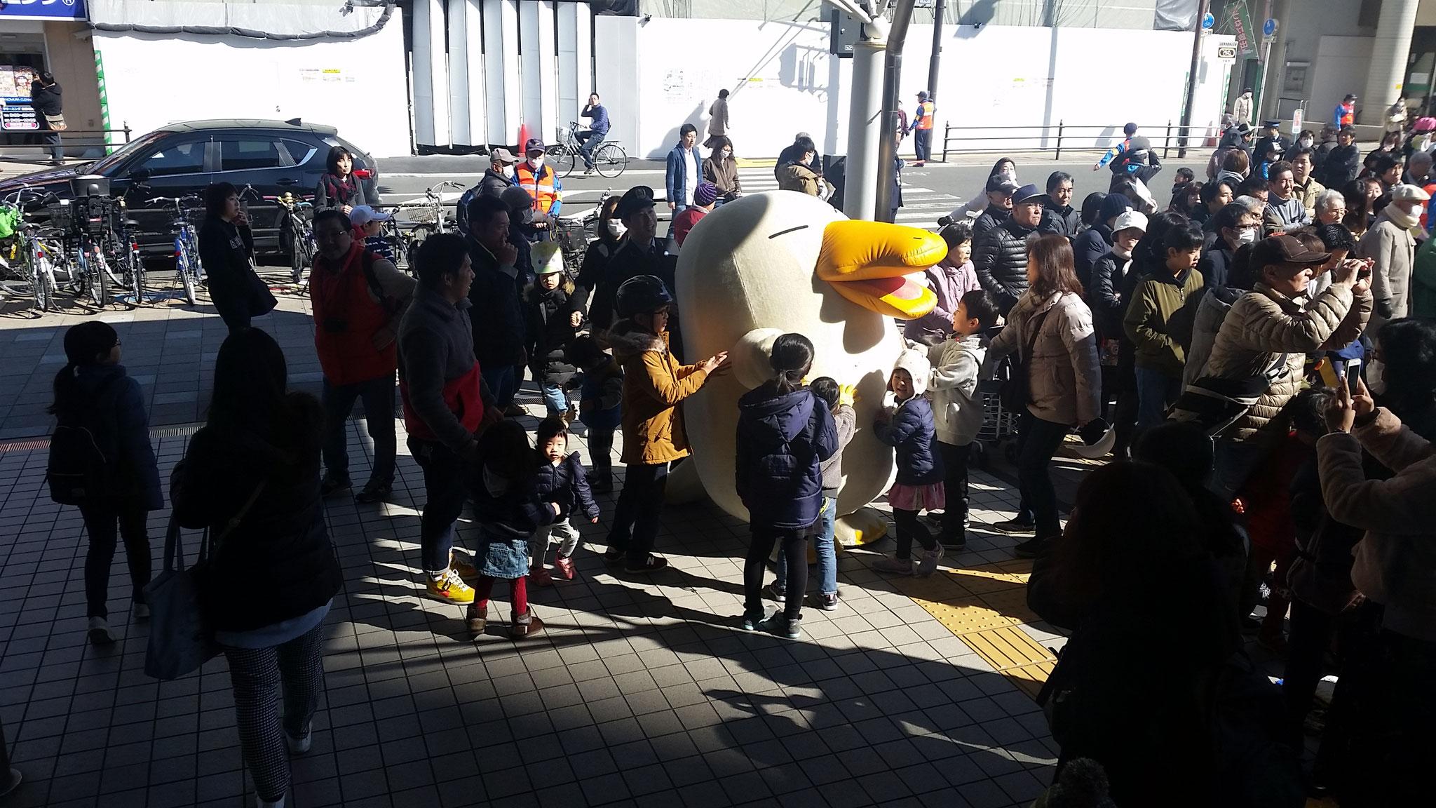 JR西日本イメージキャラクター、カモノハシのイコちゃんも登場