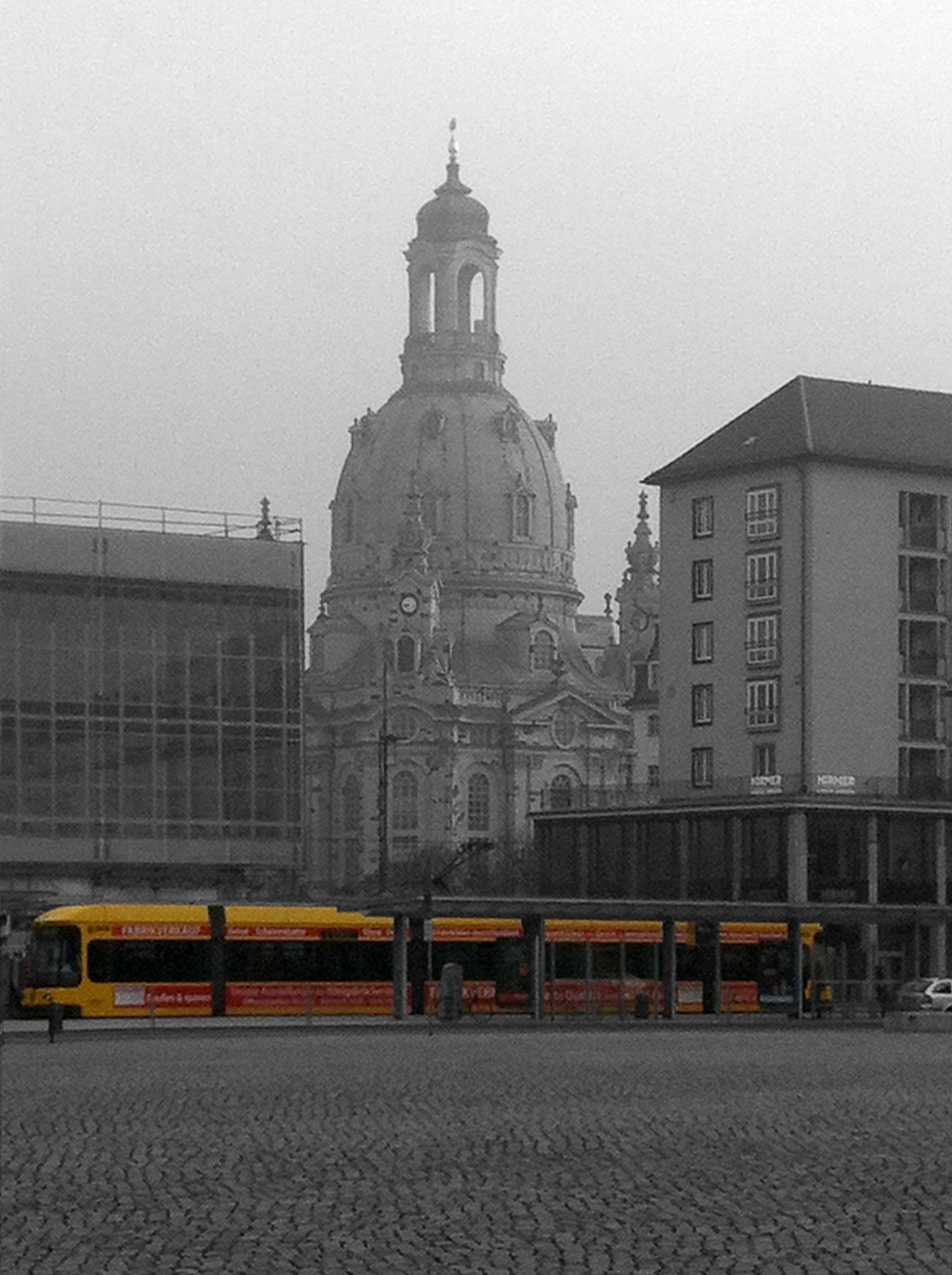gelbe Bahn, Frauenkirche im Hintergrund