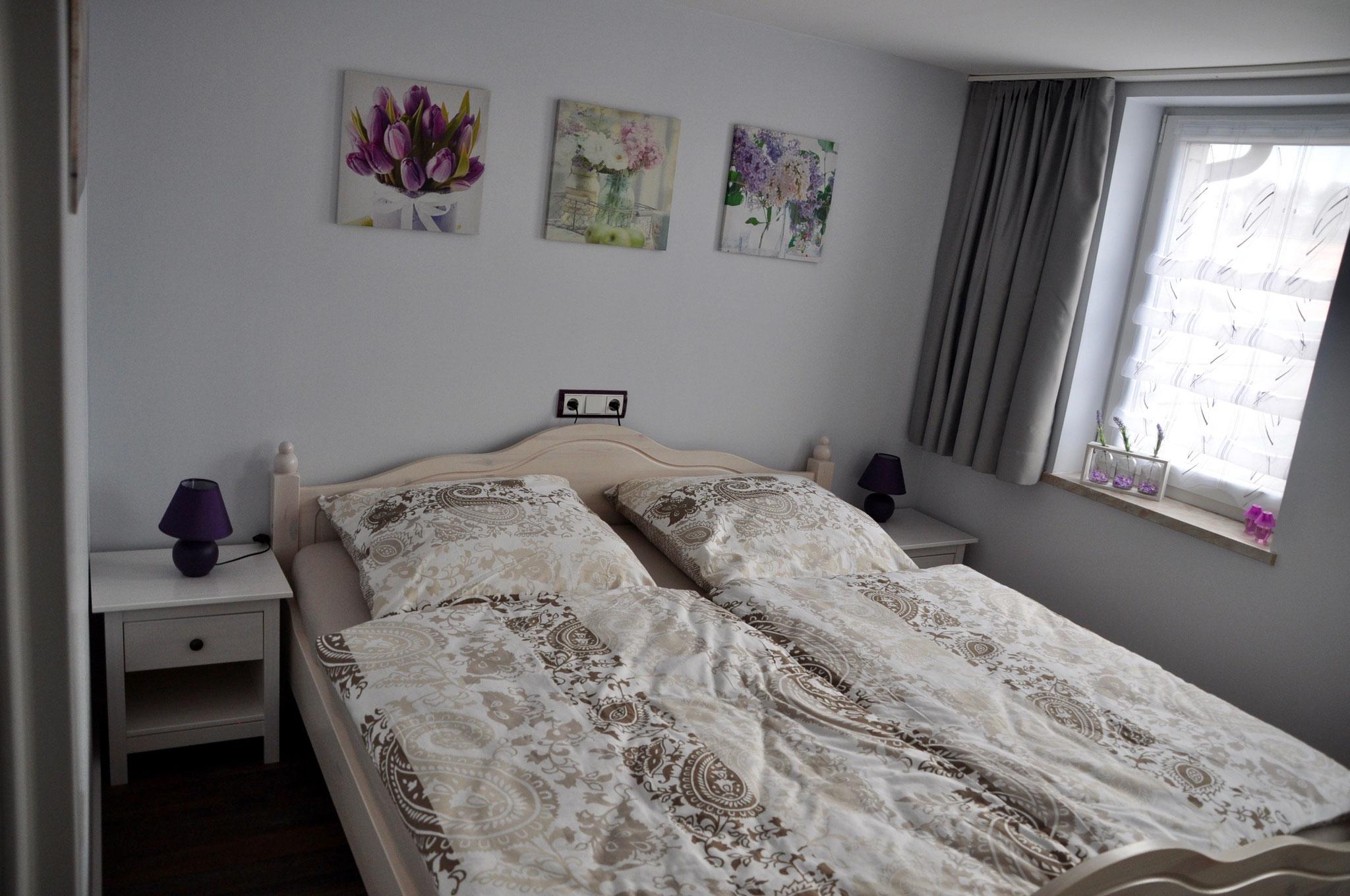 Schlafzimmer mit Doppelbett 180m  x  200 m