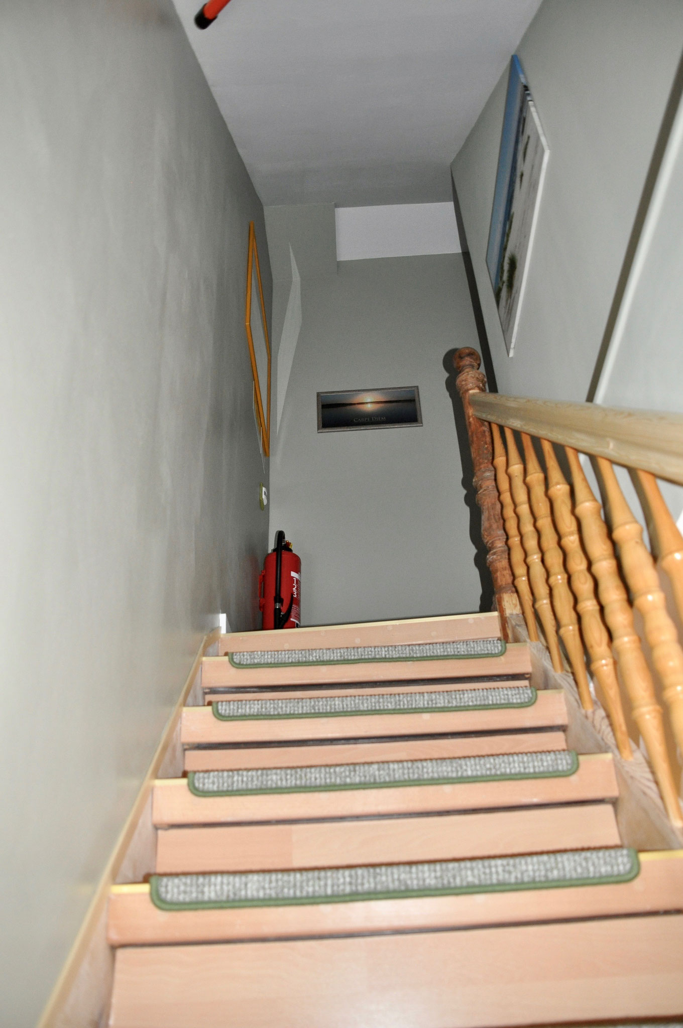 Treppenaufgang ins Dachgeschoß zu den Zimmer 1-3 sowie Gäste-WC /Dusche