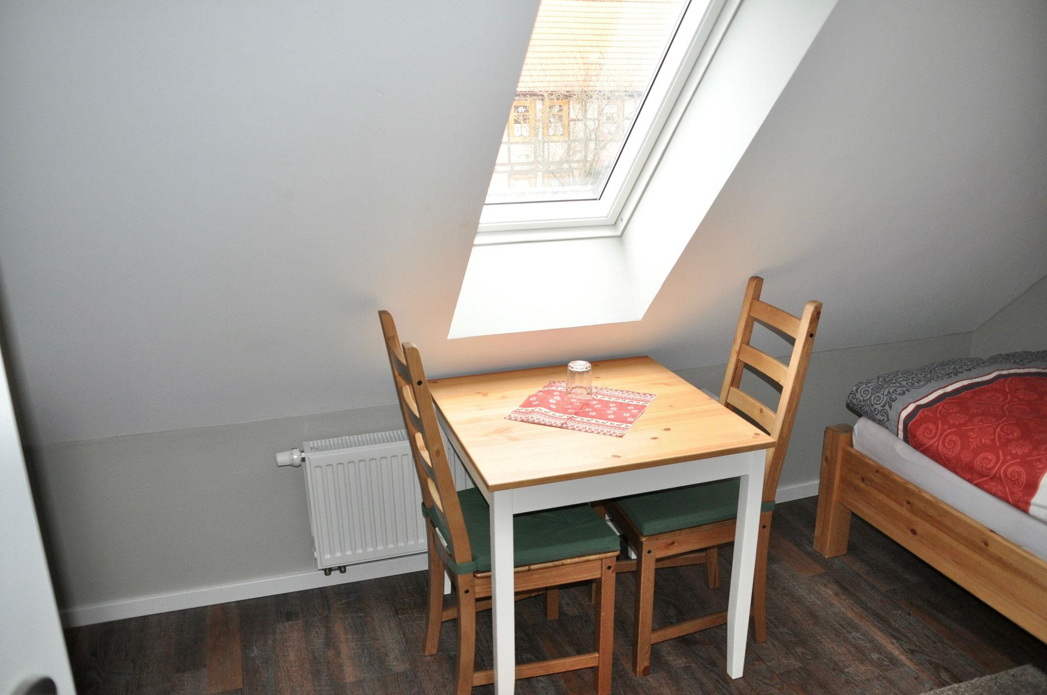 Tisch & Stühle Zimmer 3