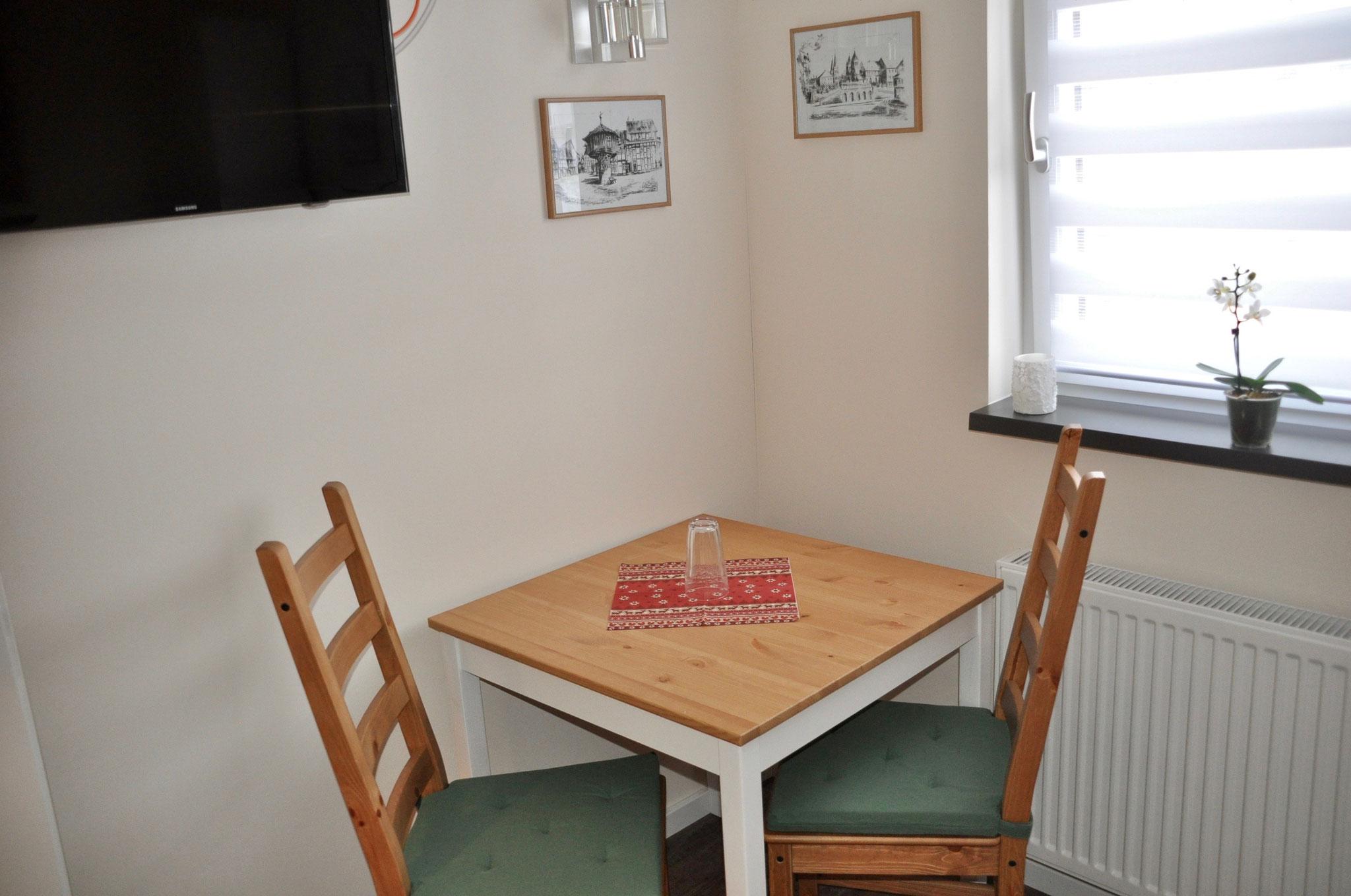 Tisch / Stühle Zimmer 1