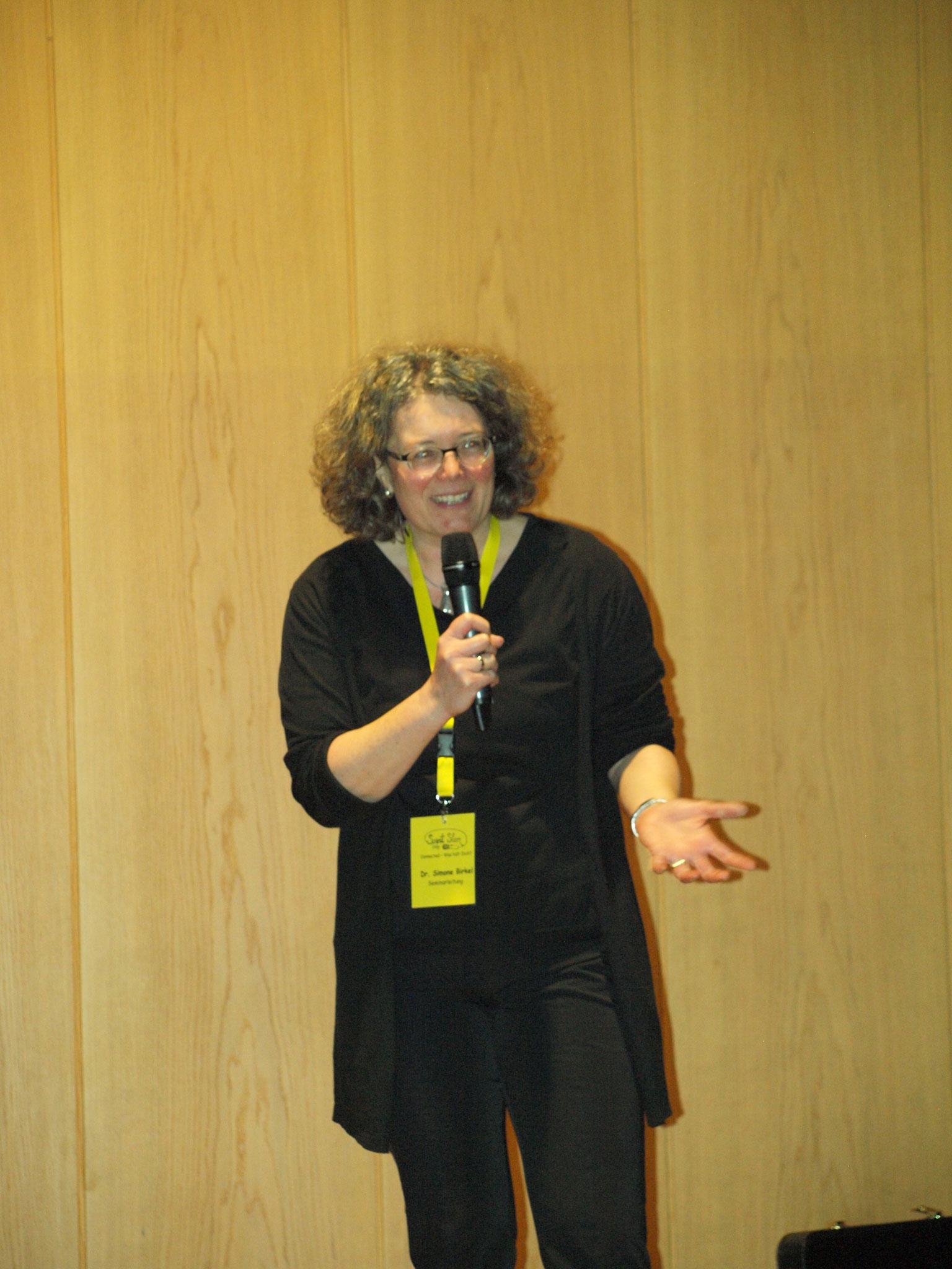 Die Dozentin für Jugend- und Schulpastoral Frau Dr. Simone Birkel