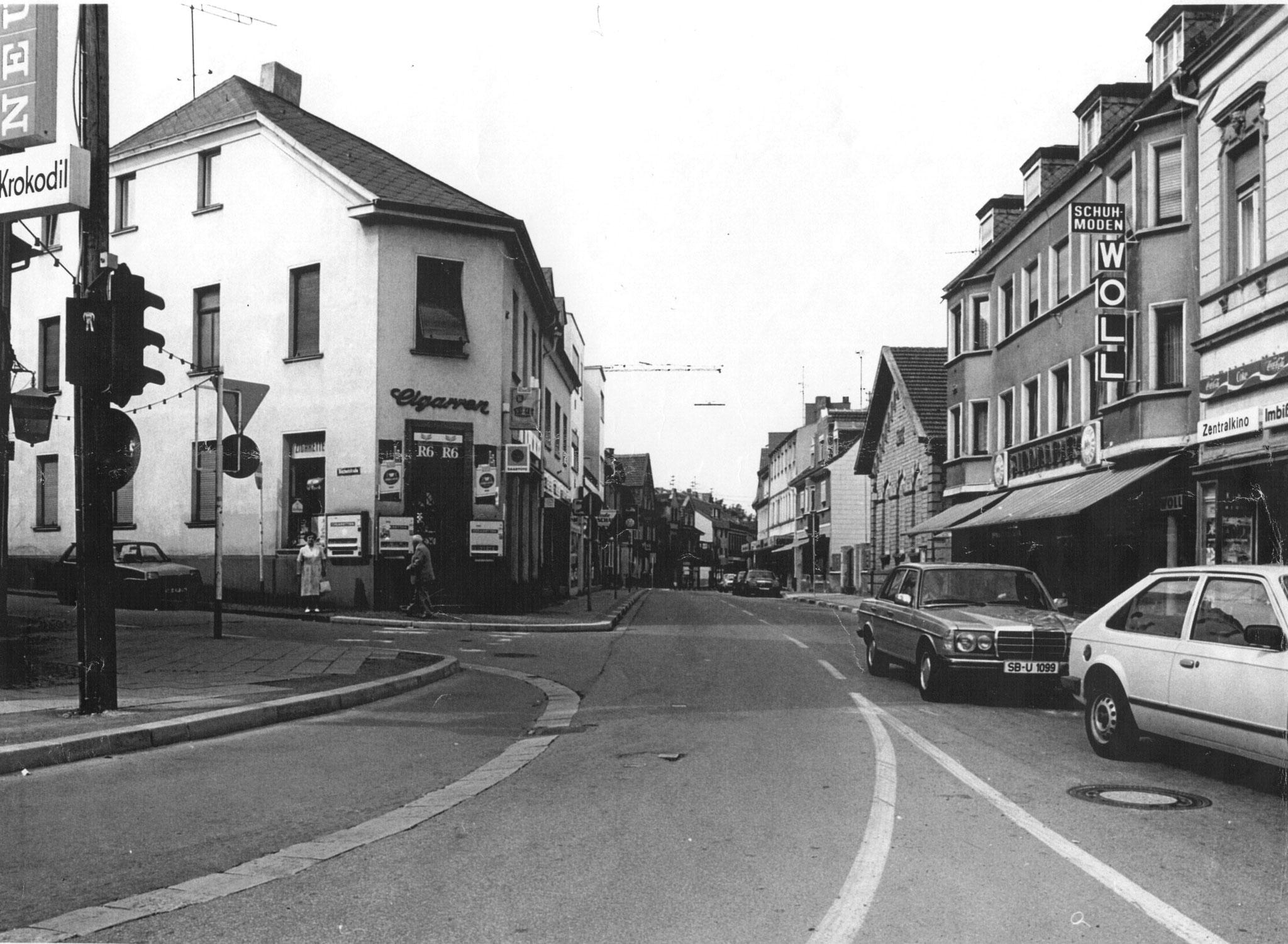 um 1980 rechts Schuh-Woll und Flohkino