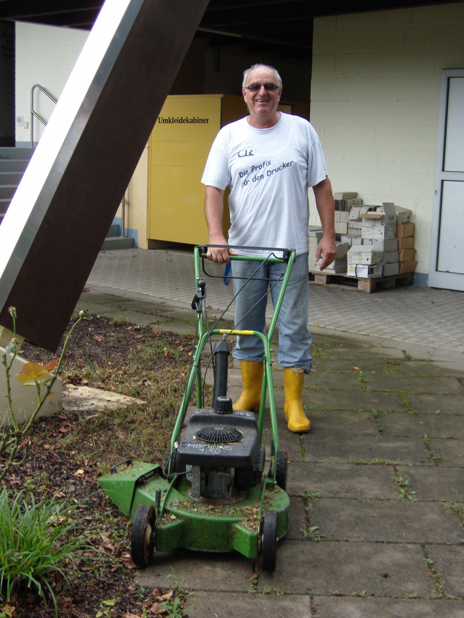 Rasenmäher-Oldtimer im Einsatz
