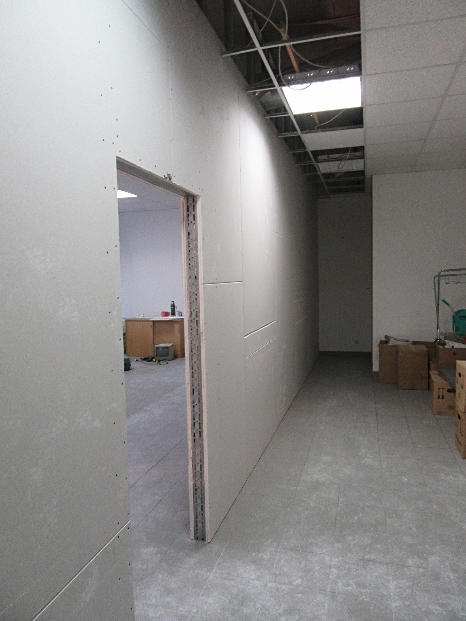 Fertiggestellte Wand noch nicht gespachtelt und geschliffen