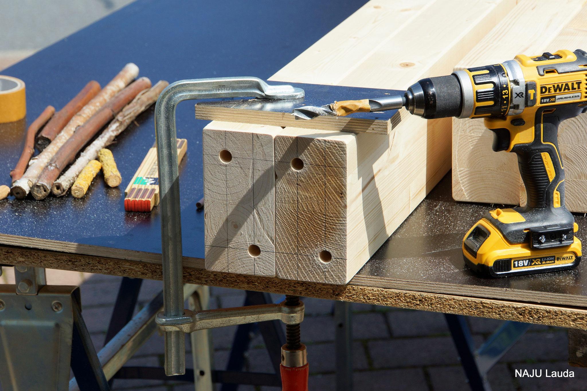 ...aus Rohmaterialien werden nach und nach fertige Montageteile...