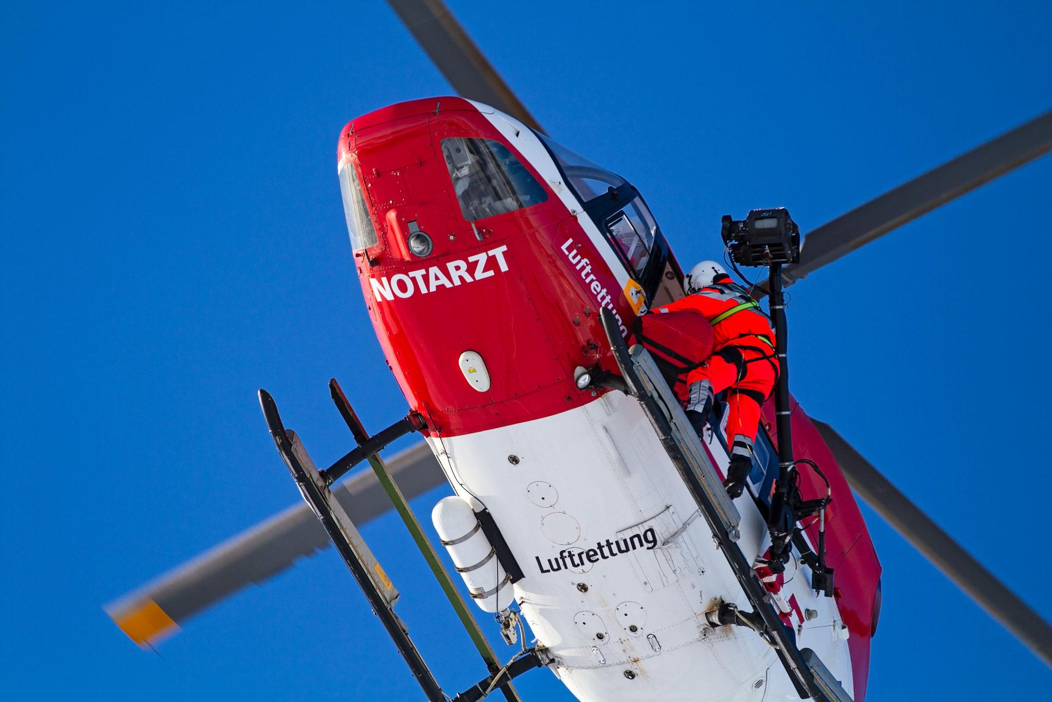 Fotoaufnahmen einer Hubschrauber-Rettungsübung.
