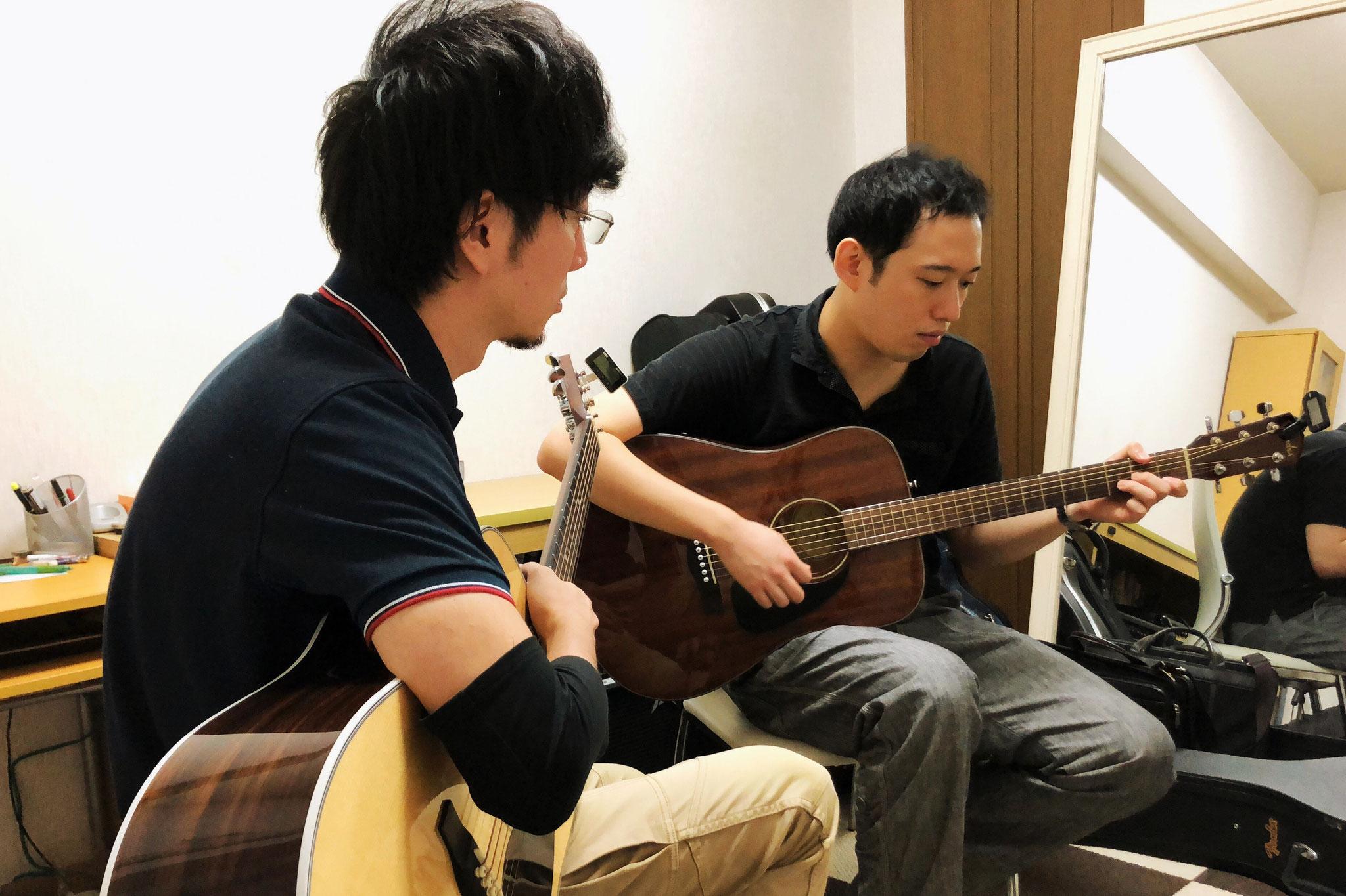 アコースティックギターレッスン風景