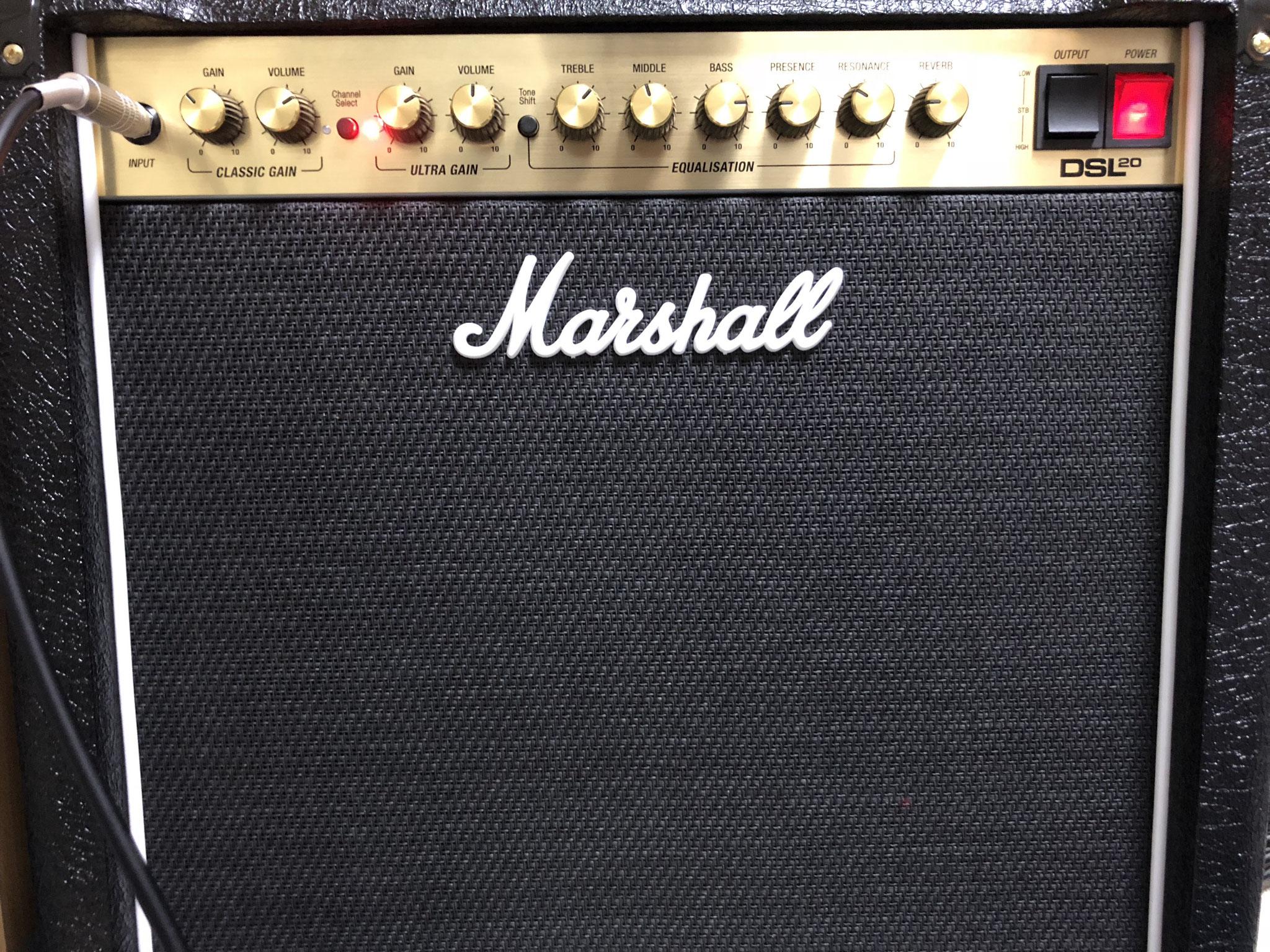 ギターアンプは定番マーシャルDSL チューブアンプのいい音を聴いてください