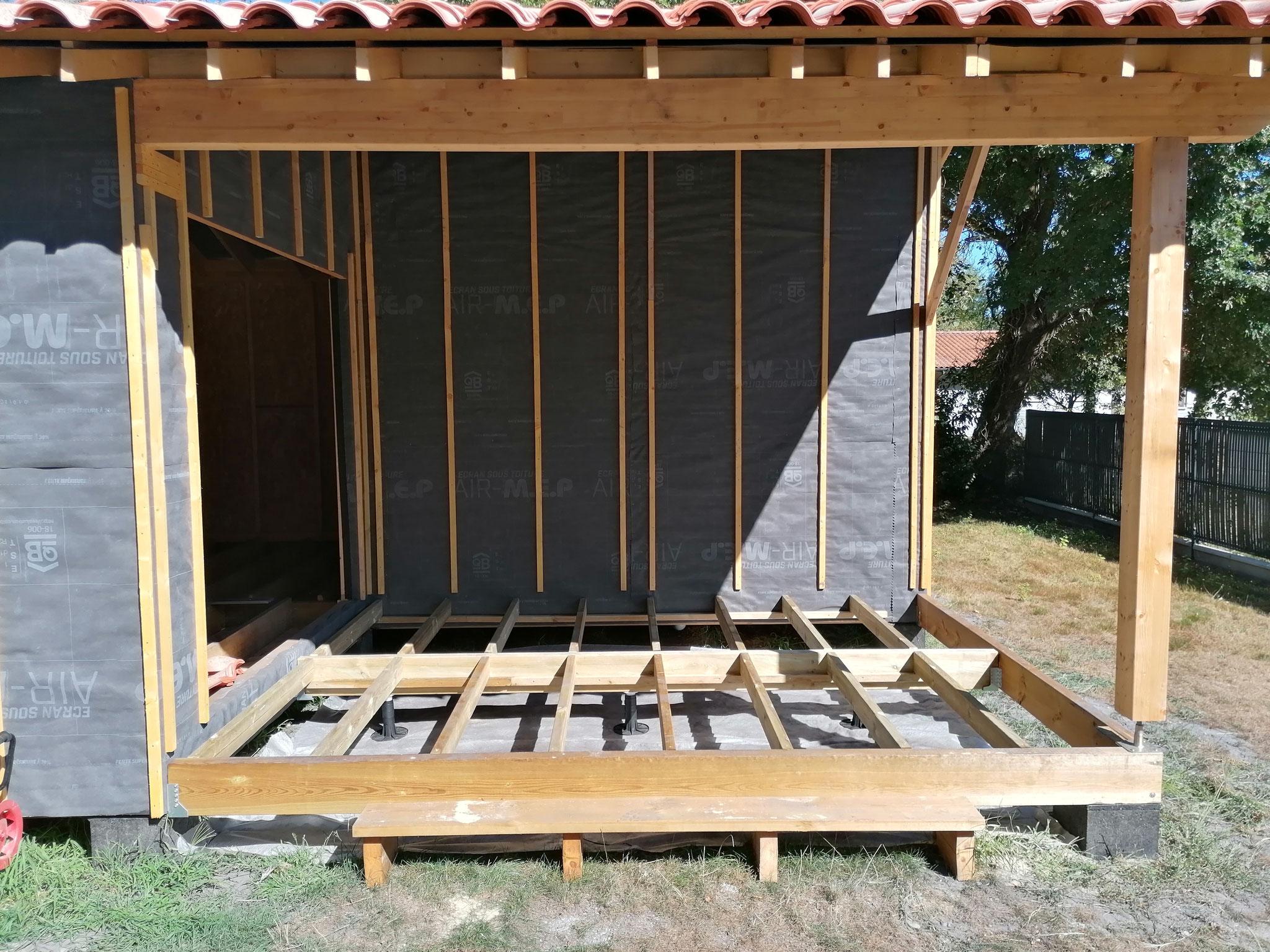 Préparation de la structure de la terrasse abritée