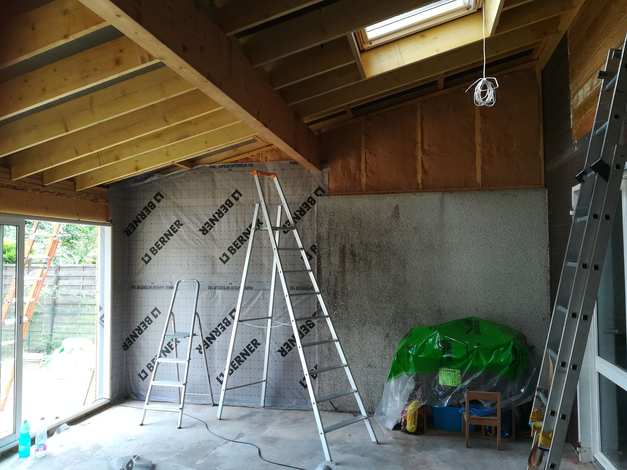Isolation des murs et pose du pare vapeur