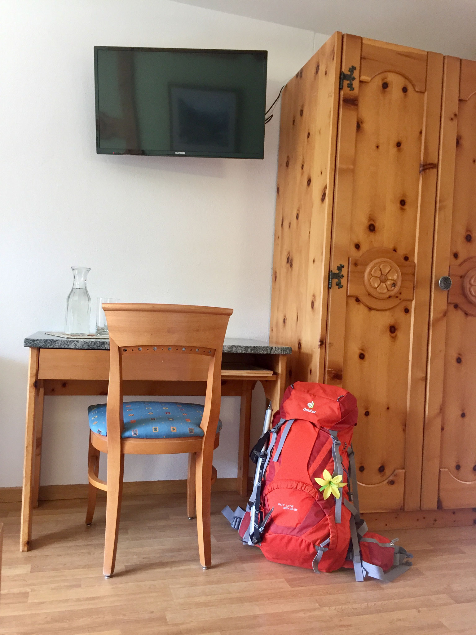Flatscreen-TVs in allen Zimmern.