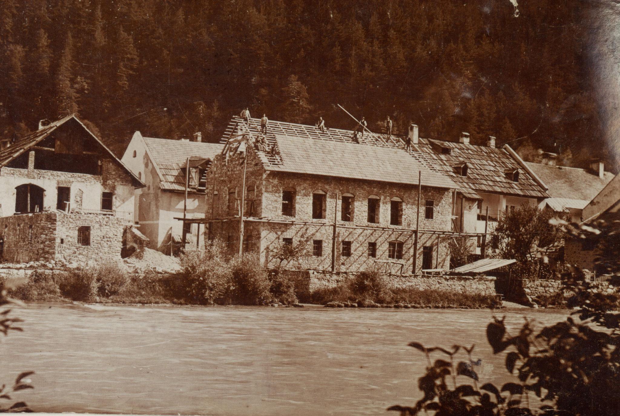 Bau des Gebäudes, wahrscheinlich im Jahr 1906