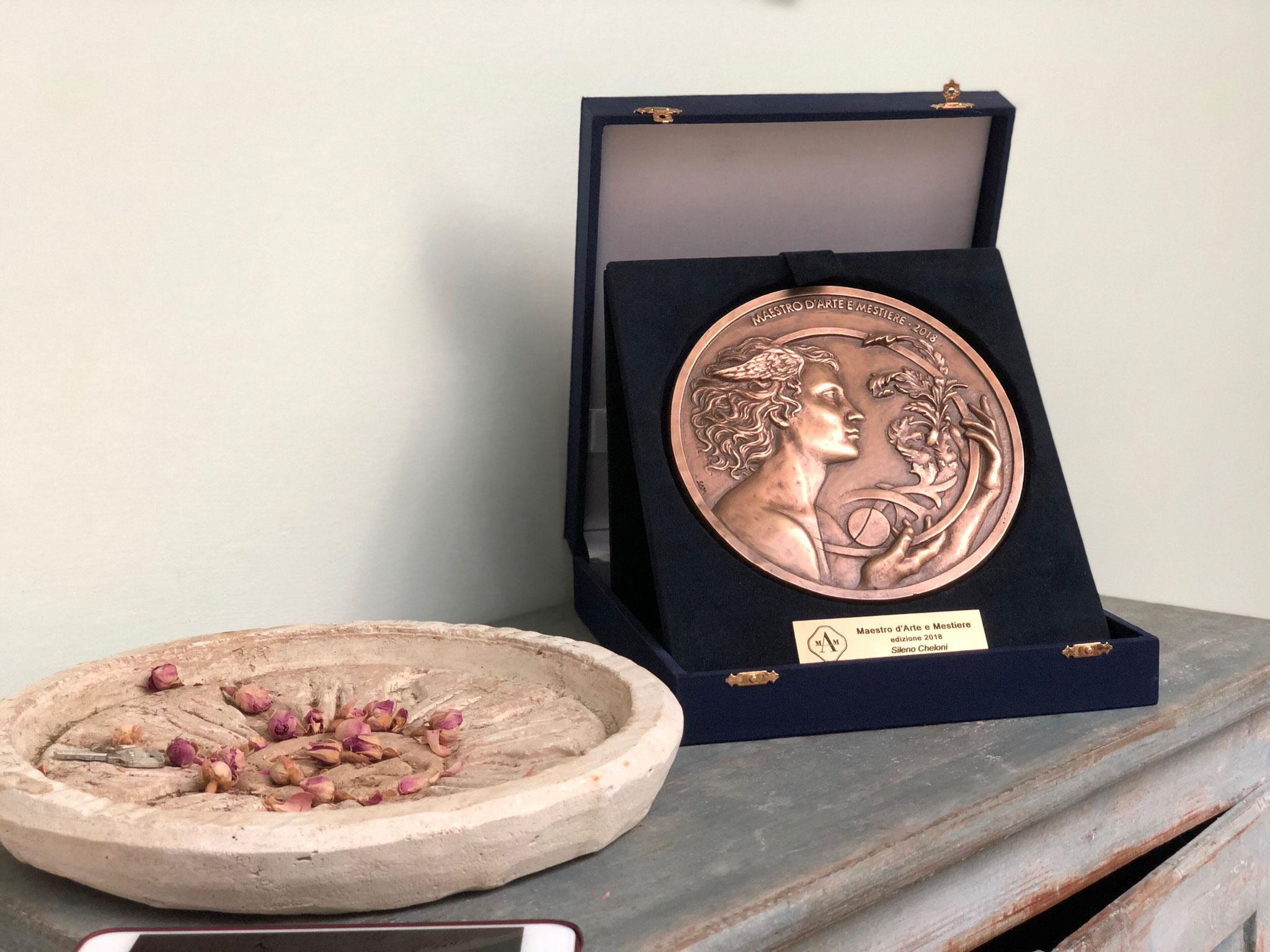年イタリア政府から優秀な職人(マエストロ)として表彰された時のメダル Maestro d'Arte e Mestiere edizione 2018