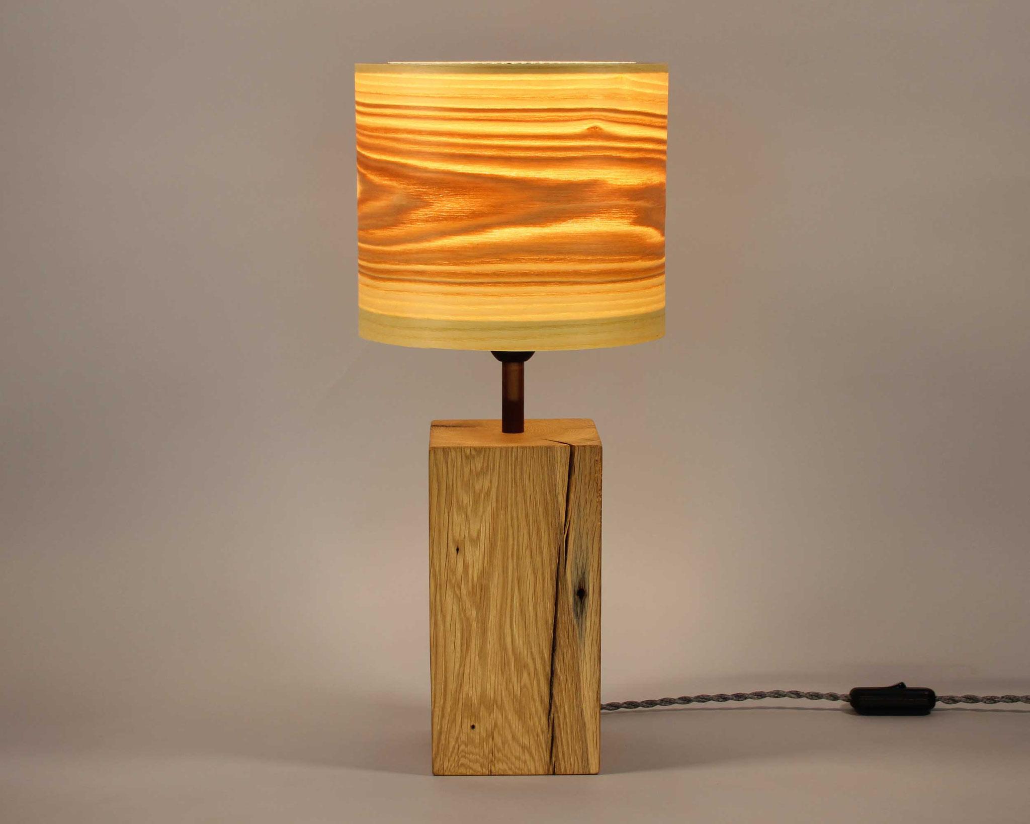 Upcycling Tischlampe Alea mit Olivesche-Furnierschirm