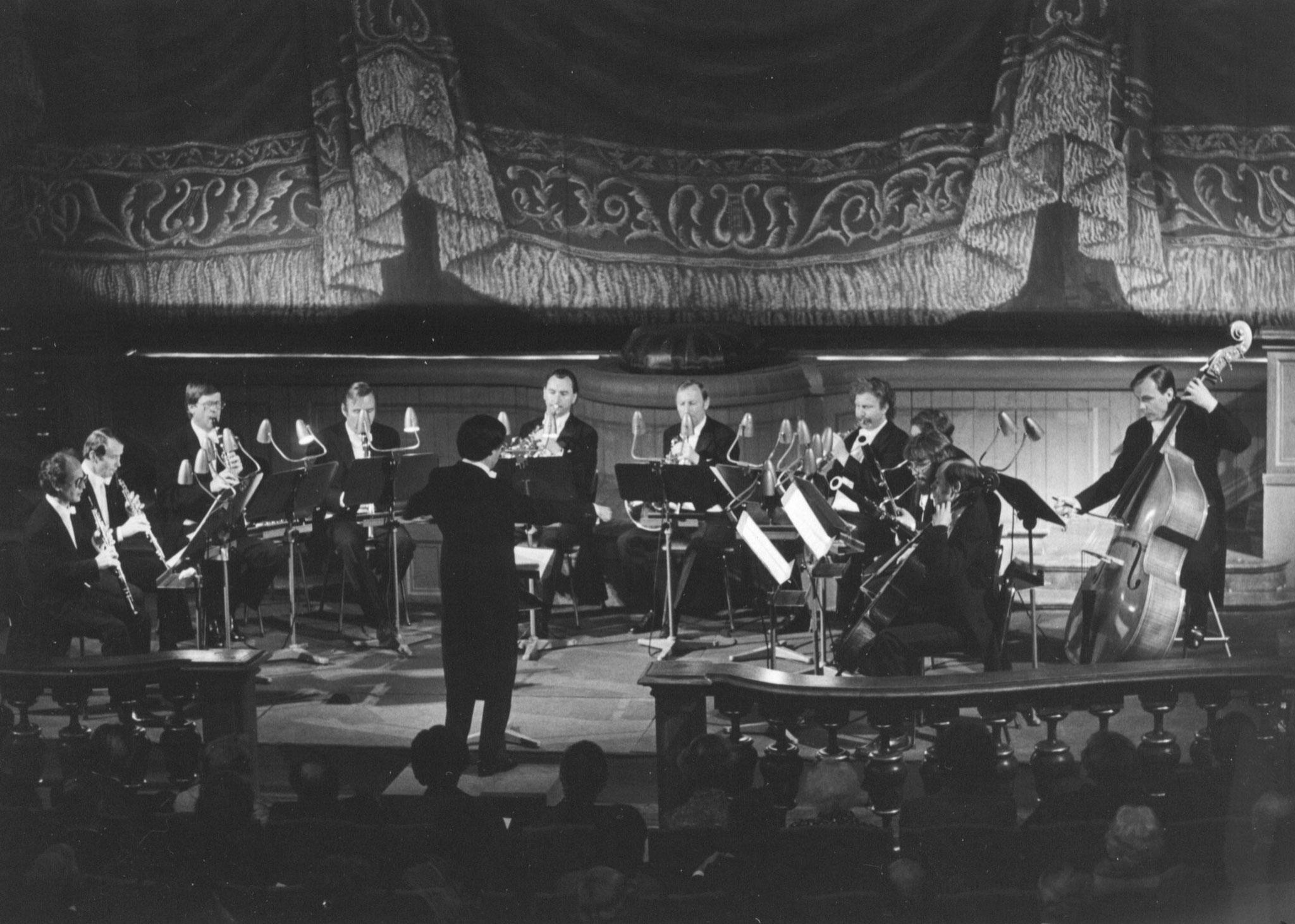 Markgräfliches Opernhaus Bayreuth, 16. Mai 1976:  Anton Dvorak, Bläserserenade d-Moll op. 44, mit der Bläservereinigung der Bamberger Symphoniker unter der Leitung von Gunther Pohl (Mitte)
