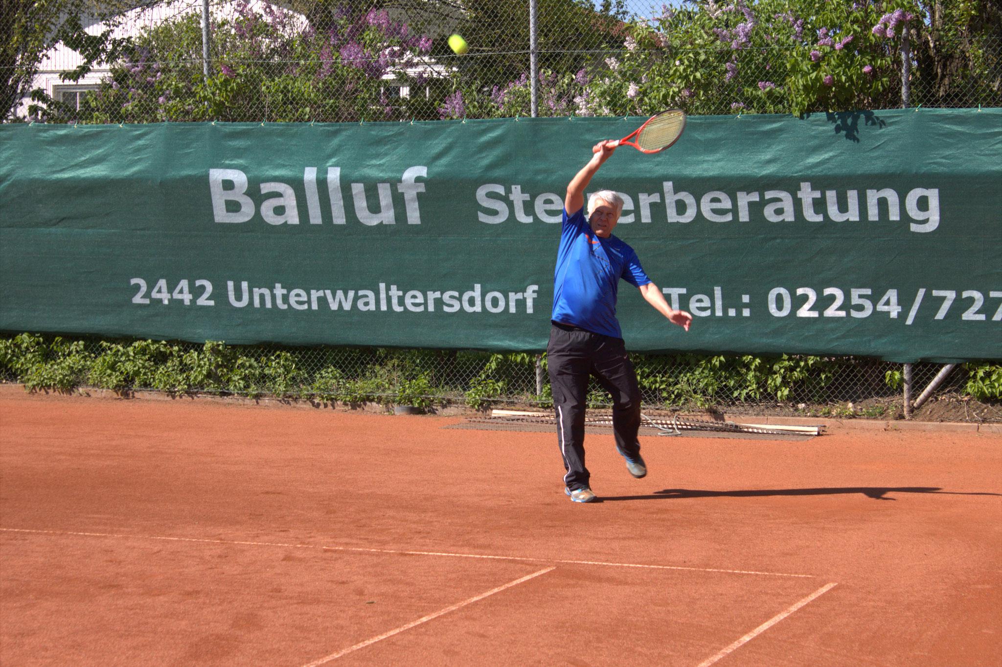 Gerhard Balluf - vor seinem eigenen Transparent