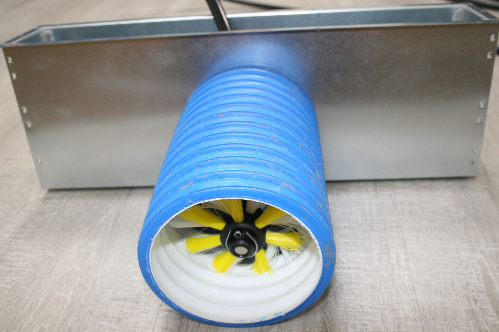 Genial: auch über engste Bodengitter können die Leitungen absolut problemlos gereinigt werden!!!!!!!!!!!!