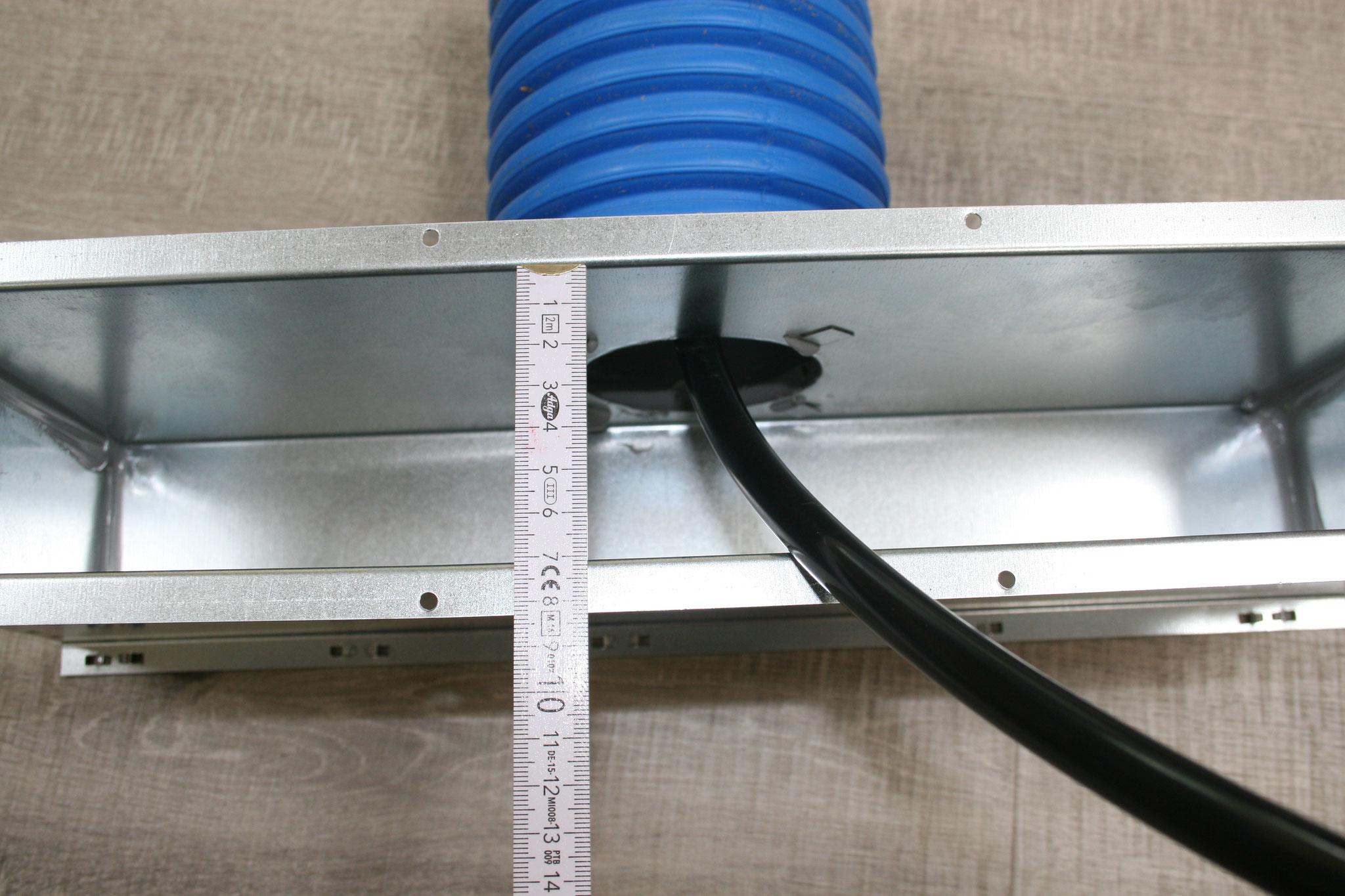 Auch via engste Gitter von 7cm Breite können die Leitungen problemlos und spielend gereinigt werden, dank der hochflexiblen Welle