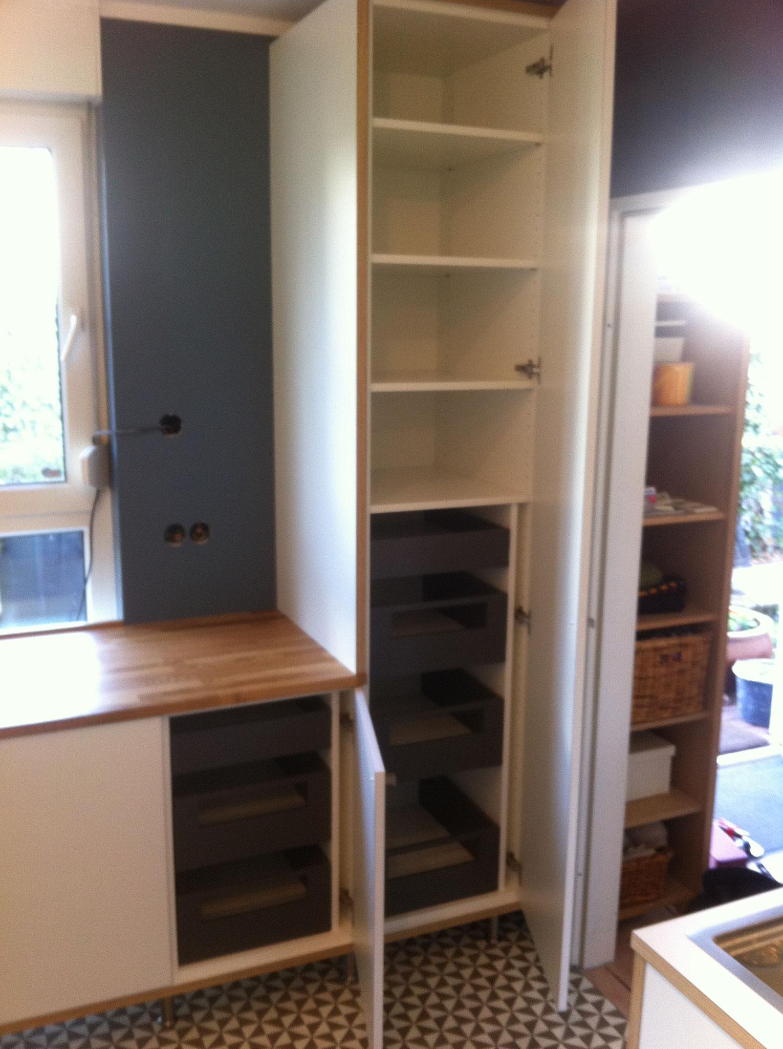 Genugen Platz und Übersicht mit Schubladen hinter den Fronten